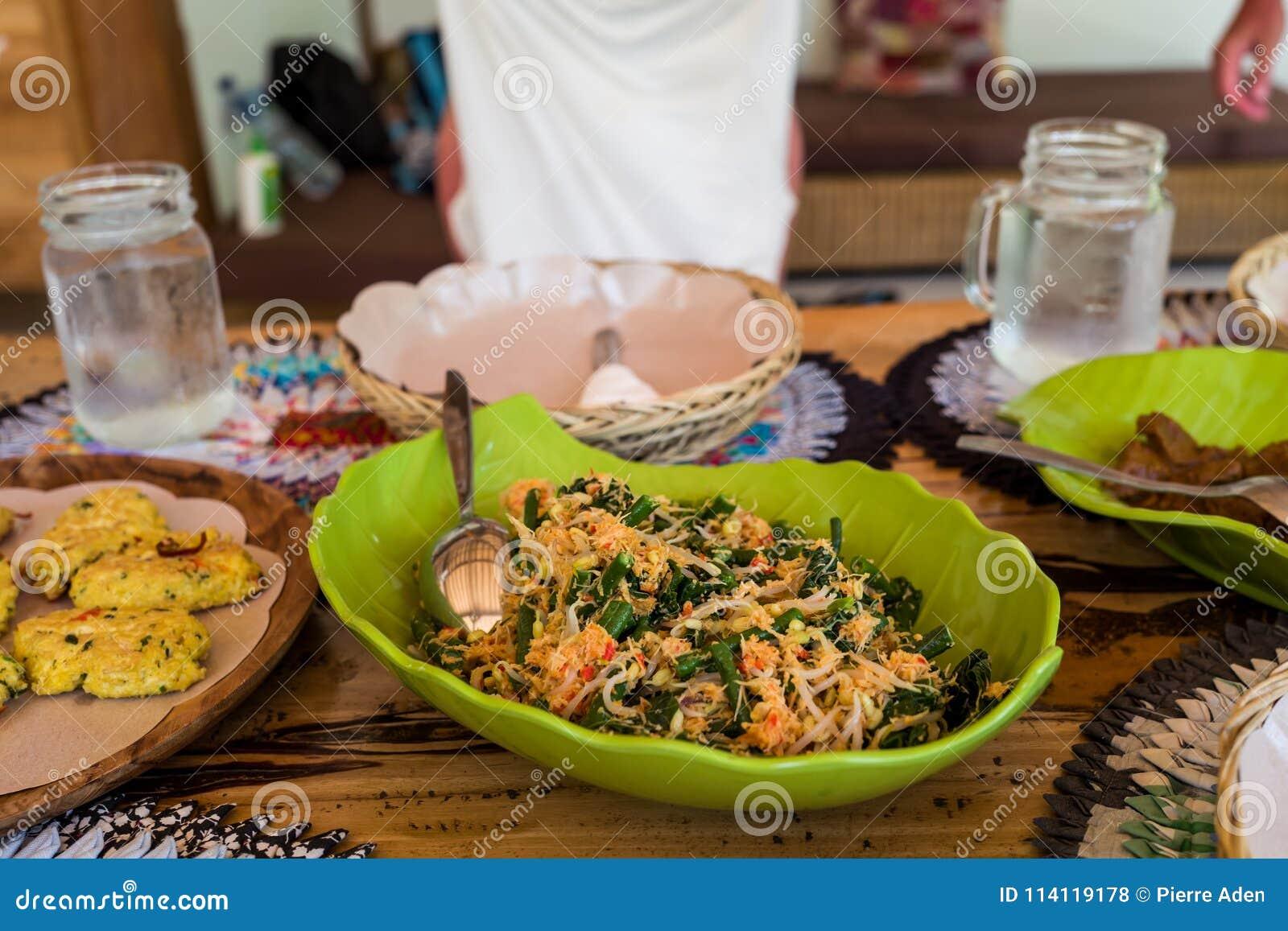 Alimento asiático saudável em Indonésia