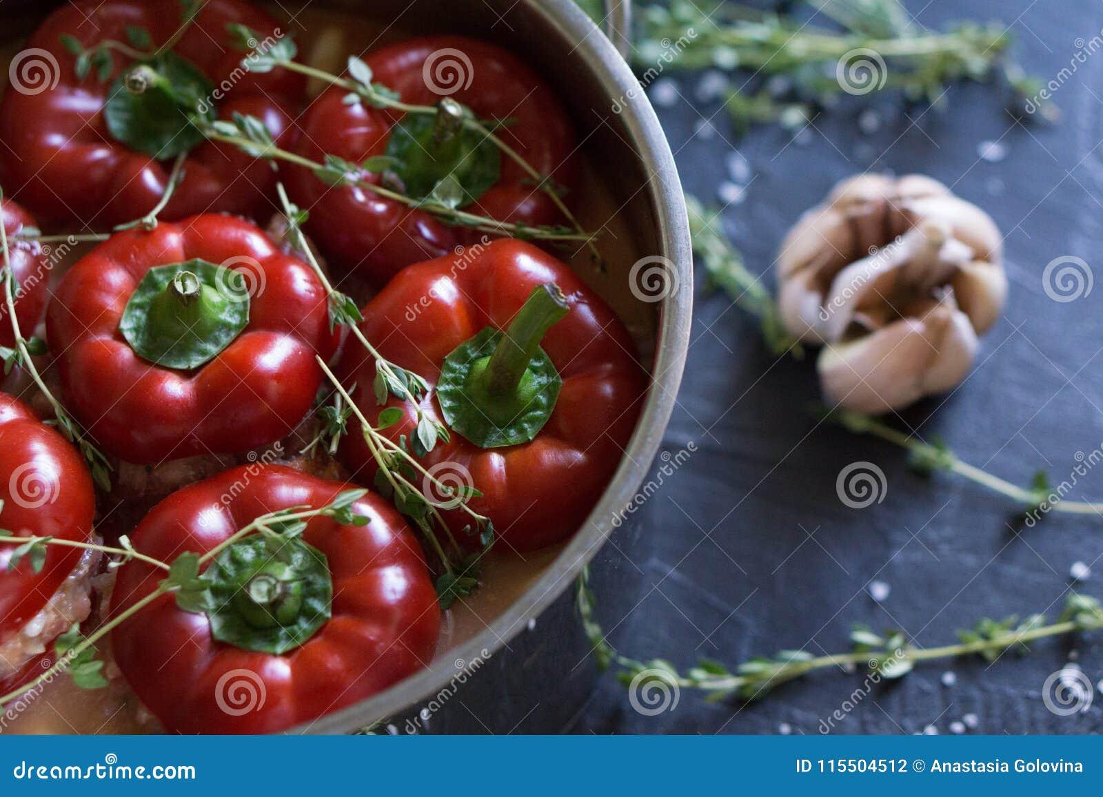 Alimento bulgaro o ungherese tradizionale: paprica farcita con carne