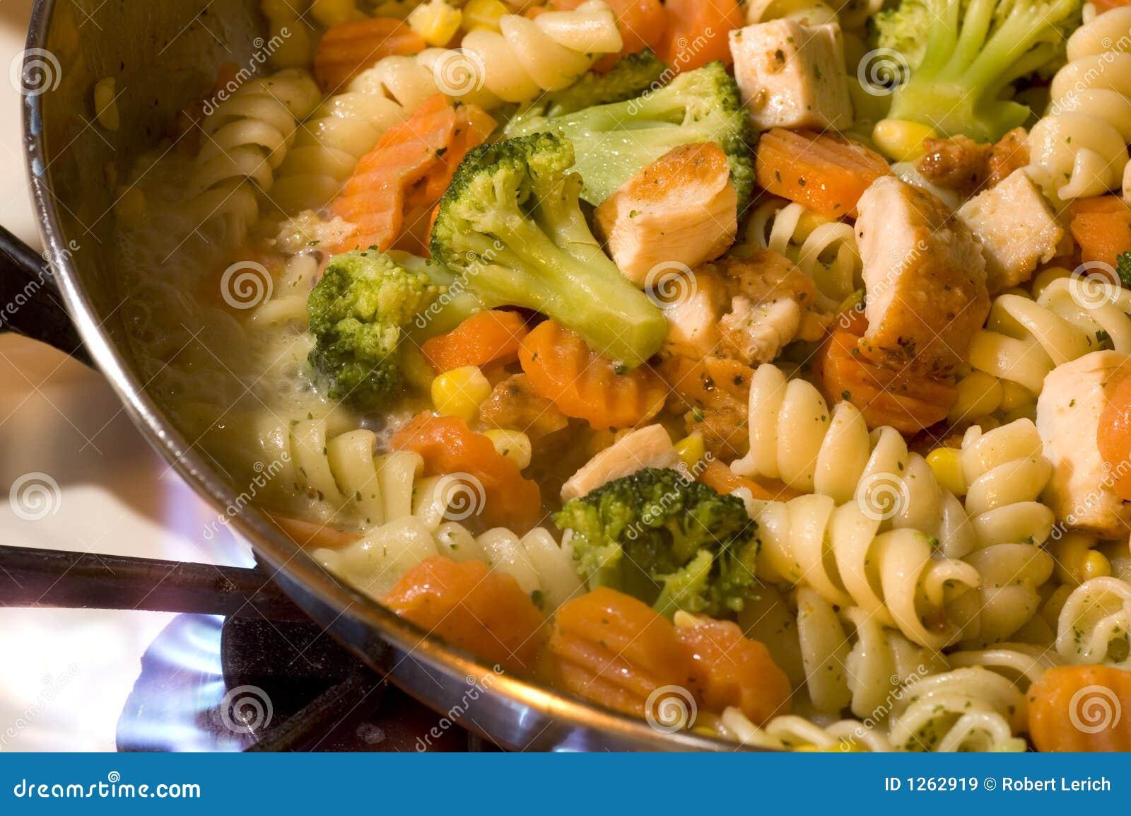 Alimento cotto del pollo dell aglio