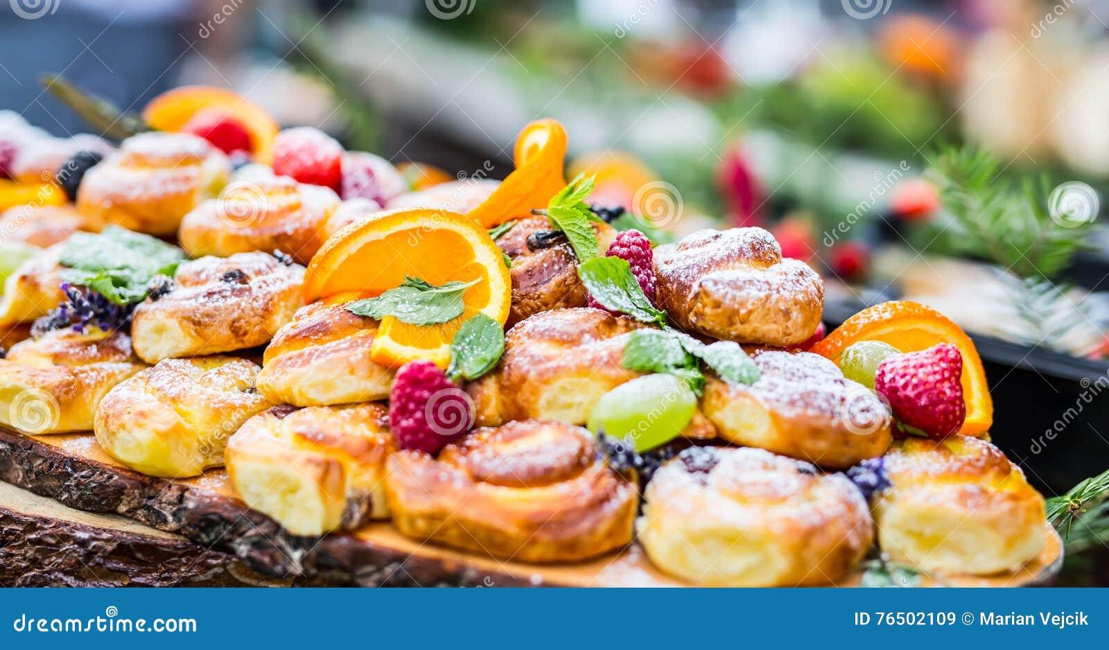 Buffet Di Dolci E Frutta : Buffet di frutta e dolci con relative agriturismo masserie