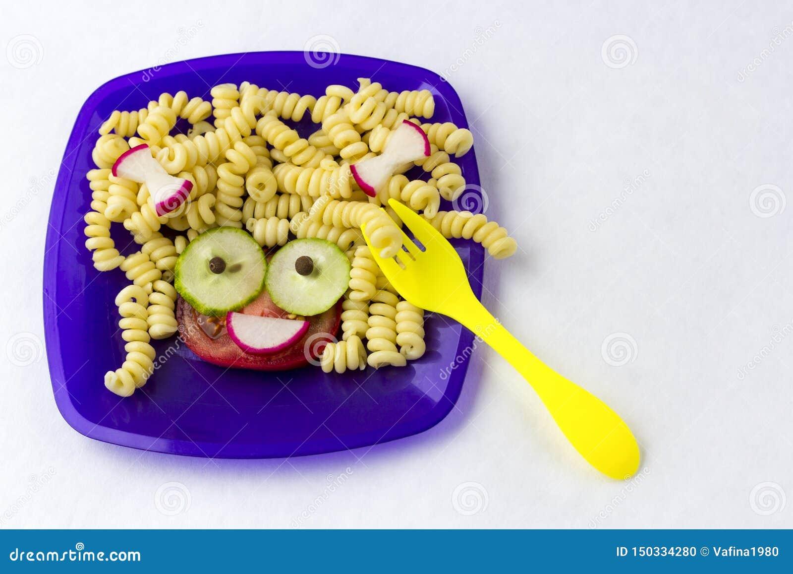Alimento de Hild Alimento engra?ado Placa com massa