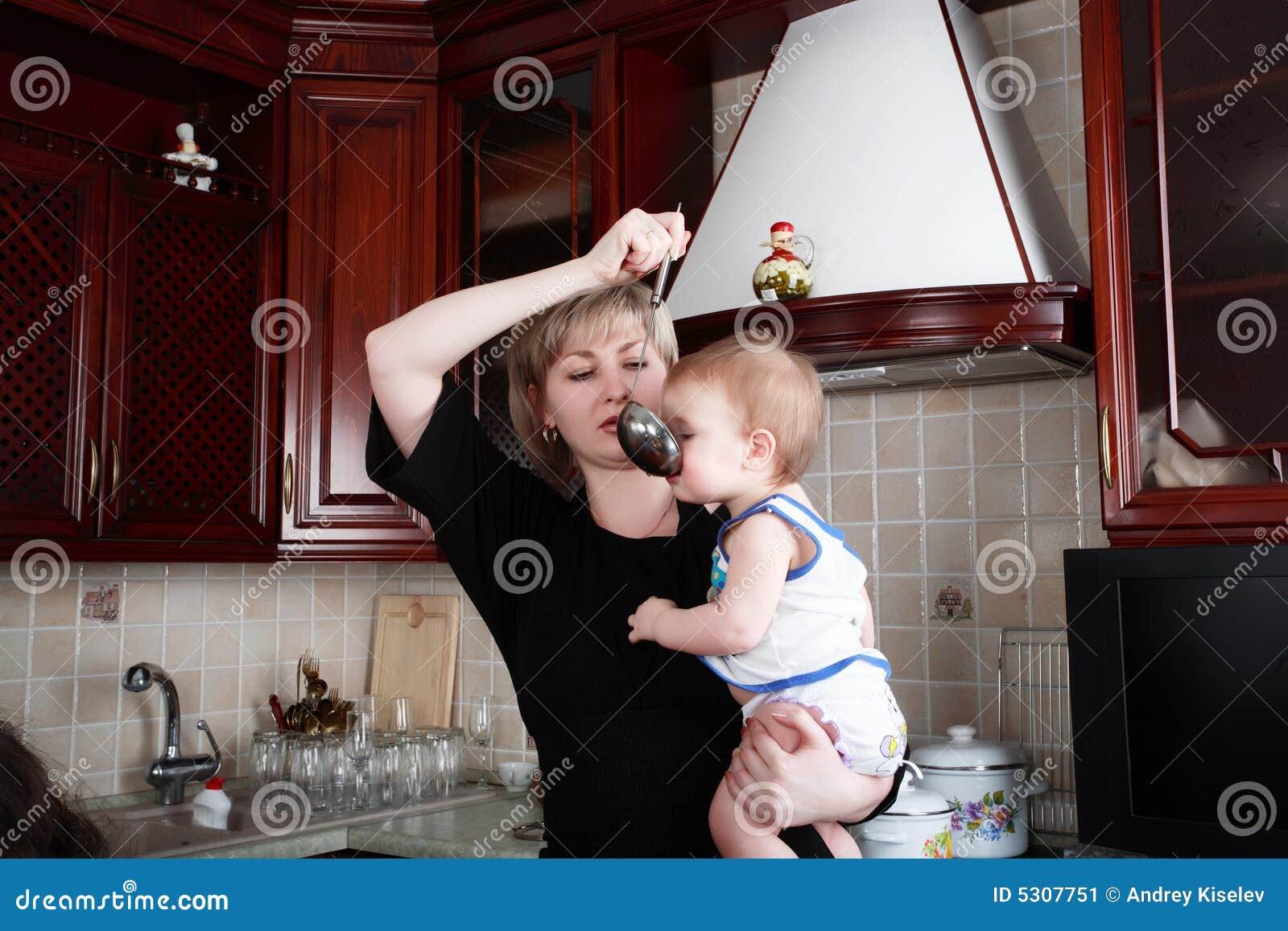 Download Alimento della madre immagine stock. Immagine di alimento - 5307751