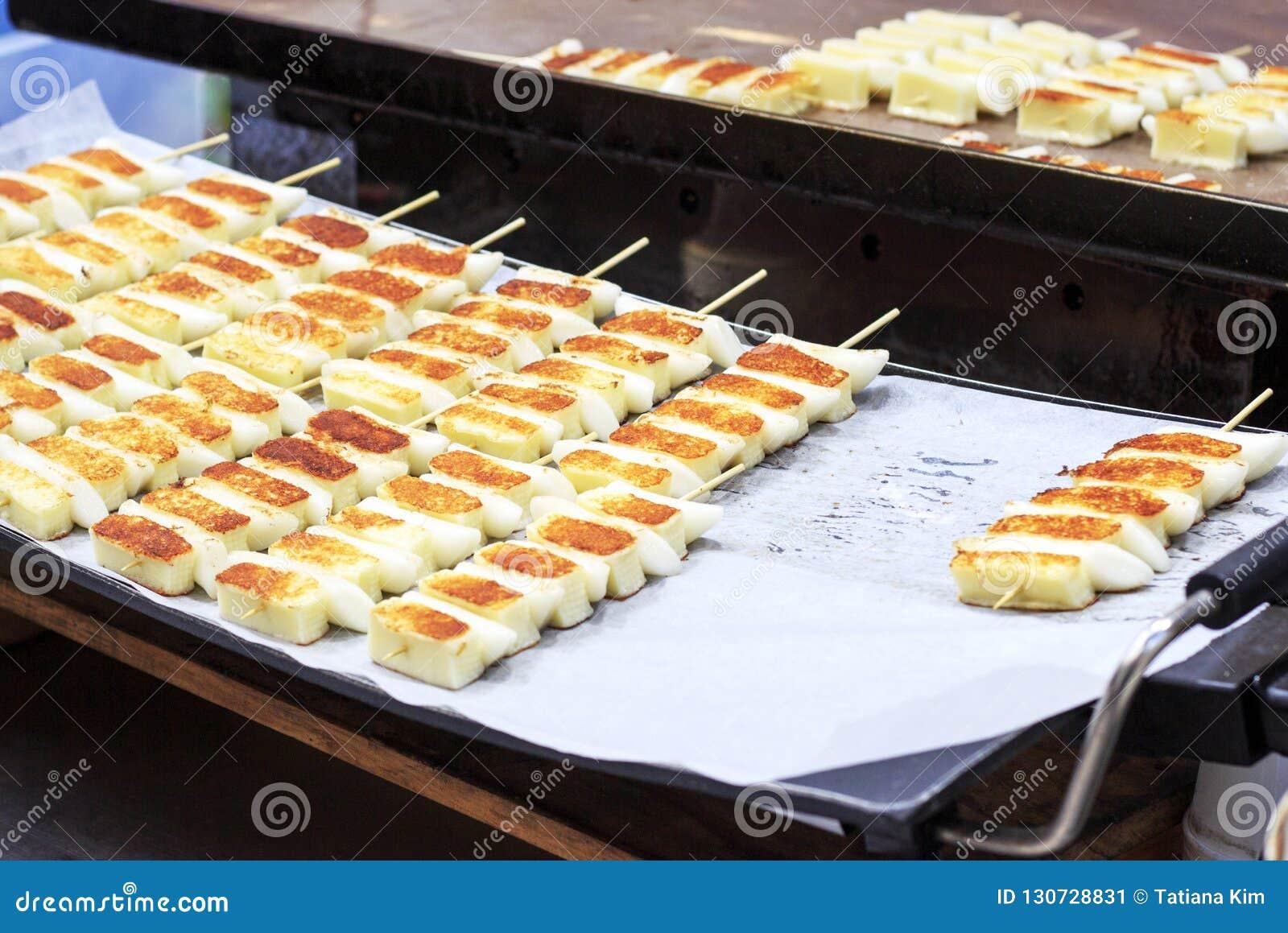 Alimento della via, tteok fritto, Seoul, Corea del Sud