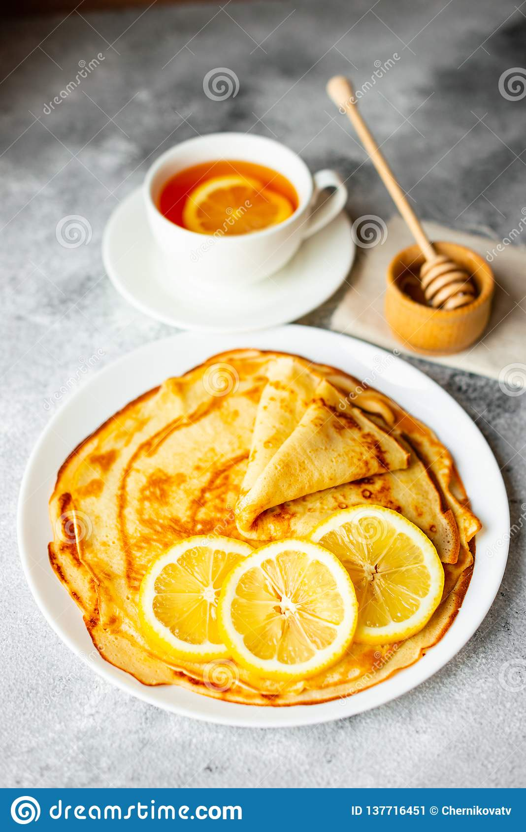 Alimento, dessert, pasticcerie, pancake, torta Bei pancake saporiti con la banana ed il miele