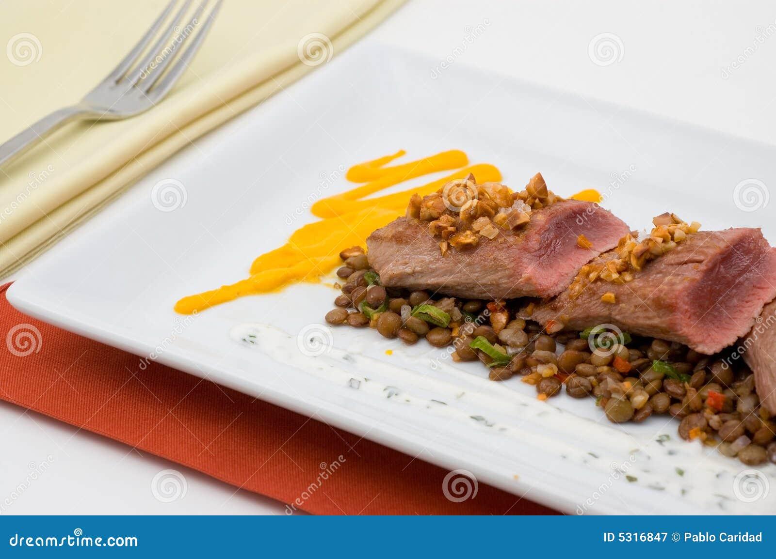 Download Alimento Gastronomico Isolato. Immagine Stock - Immagine di carne, rinforzi: 5316847