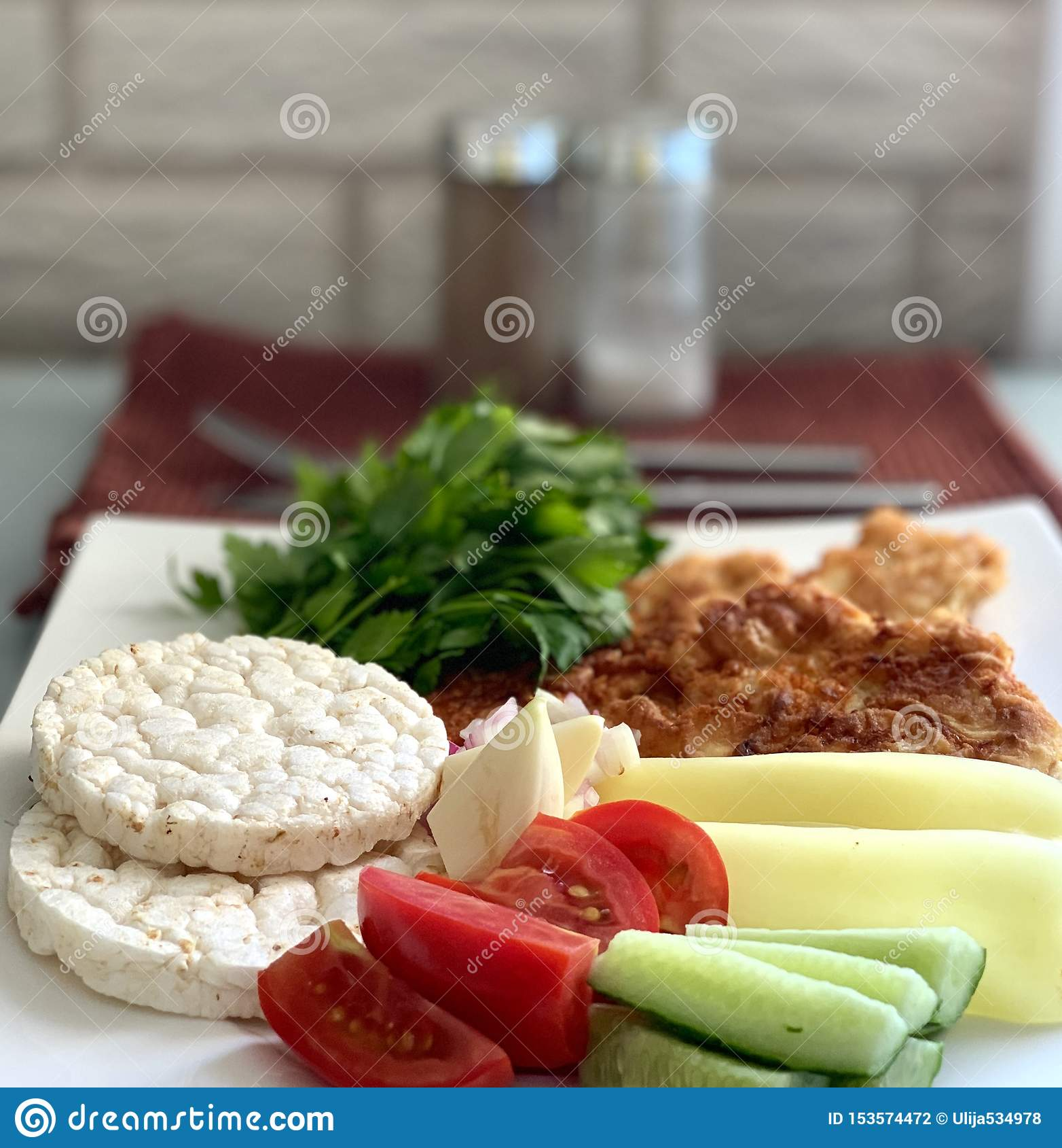 Alimento giusto, dieta Verdure con carne, verdi ed i dolci di riso