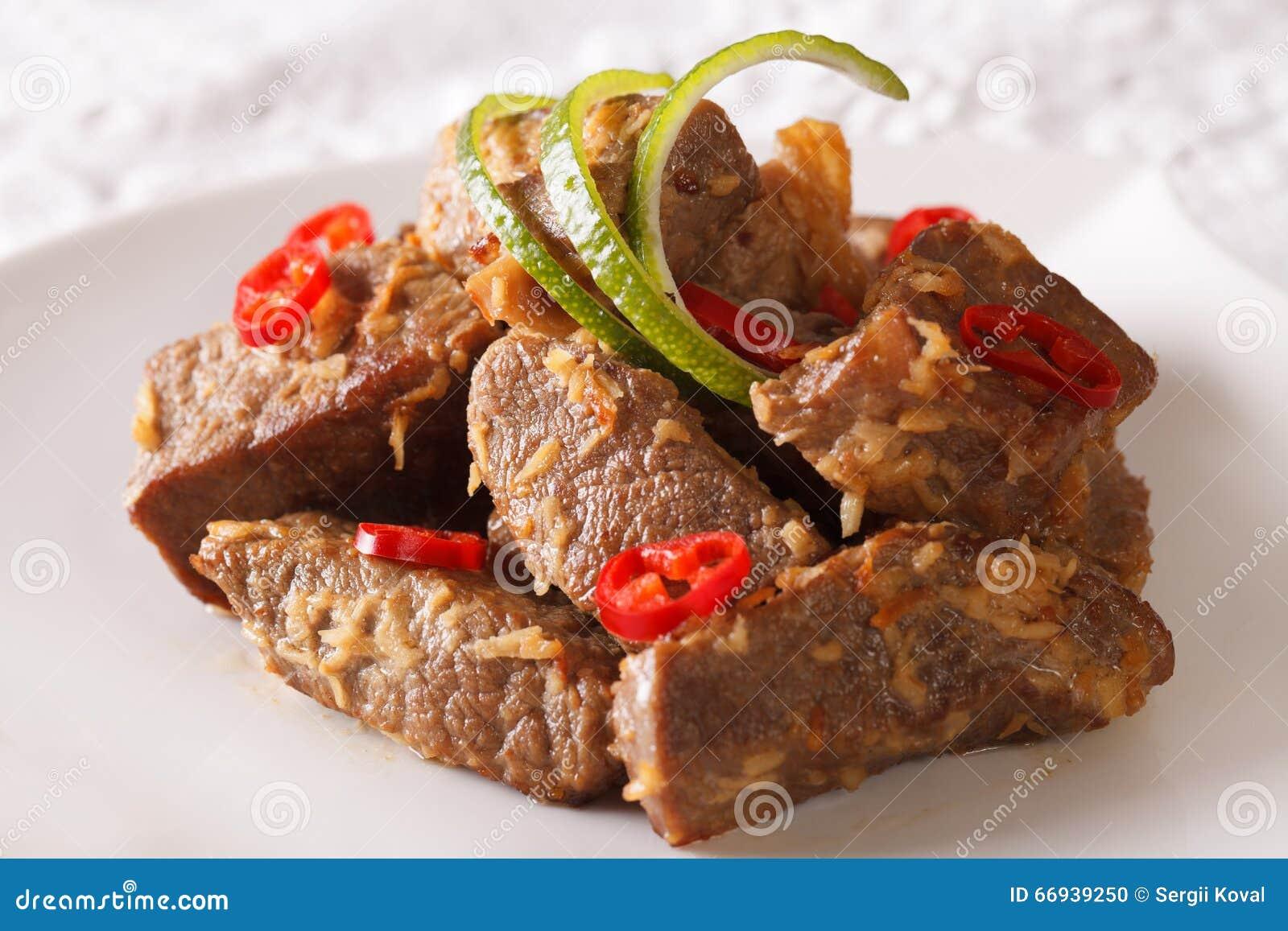 Alimento indonésio: Close-up do rendang da carne horizontal
