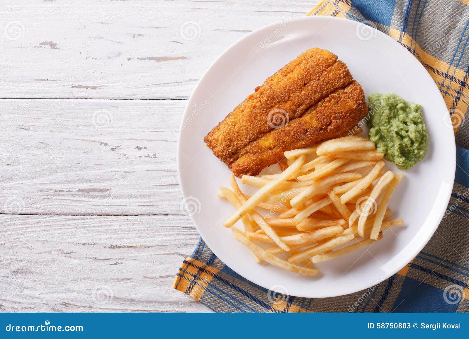 Alimento inglês: peixes fritados na massa com microplaquetas parte superior horizontal vi