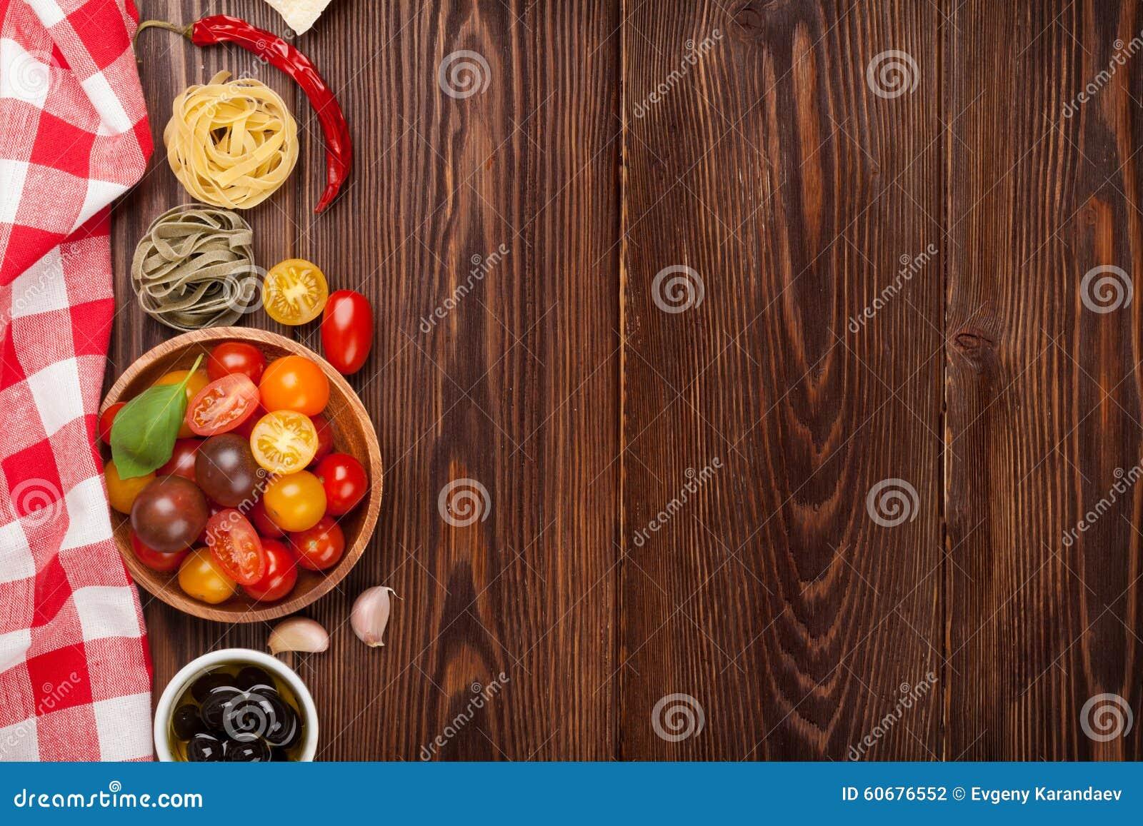 Alimento italiano che cucina gli ingredienti Pasta, verdure, spezie
