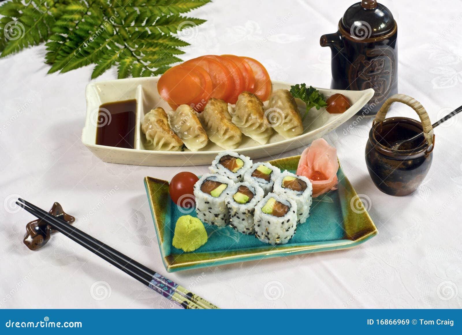 Alimento japonês, bandeja de Maki do sushi
