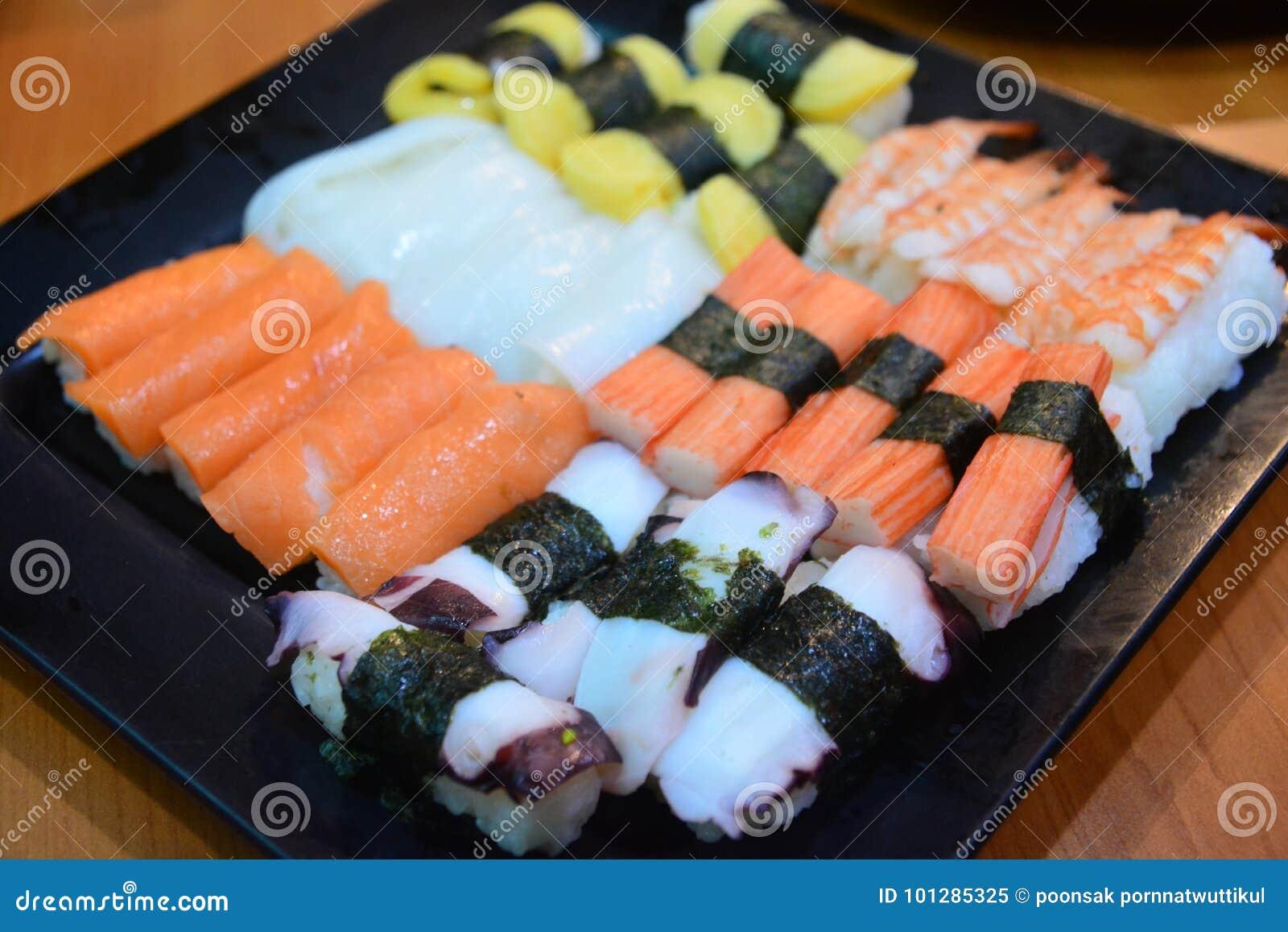 Alimento japonês do sushi em Resturant