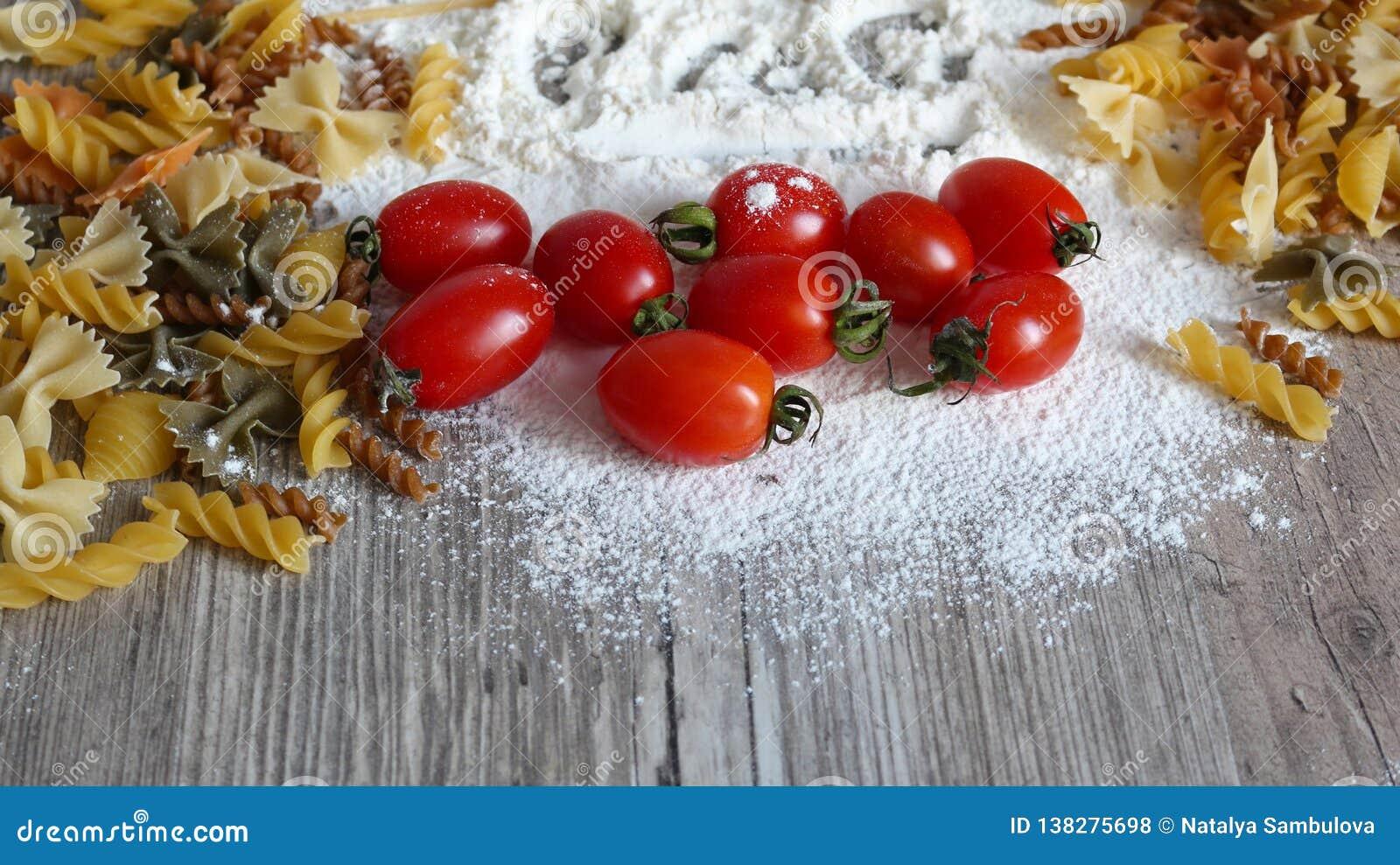 Alimento, pasta italiana e verdure