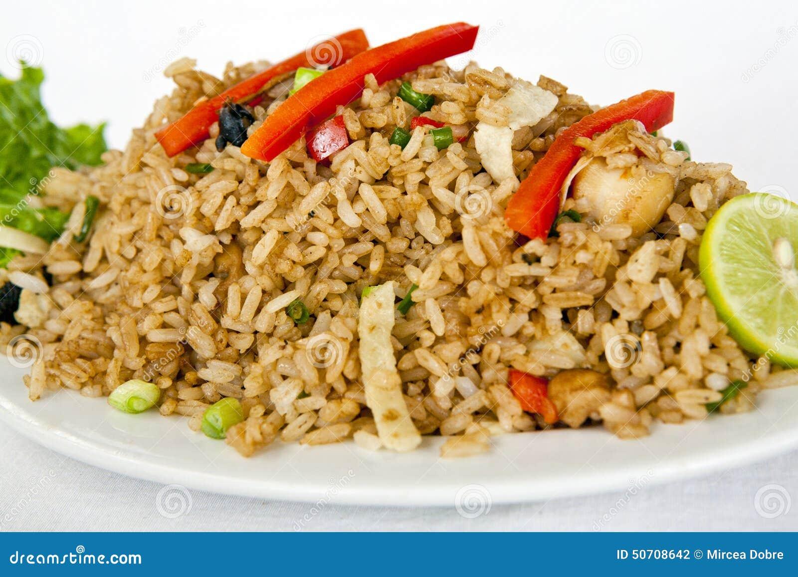 Alimento peruano: arroz chaufa de mariscos
