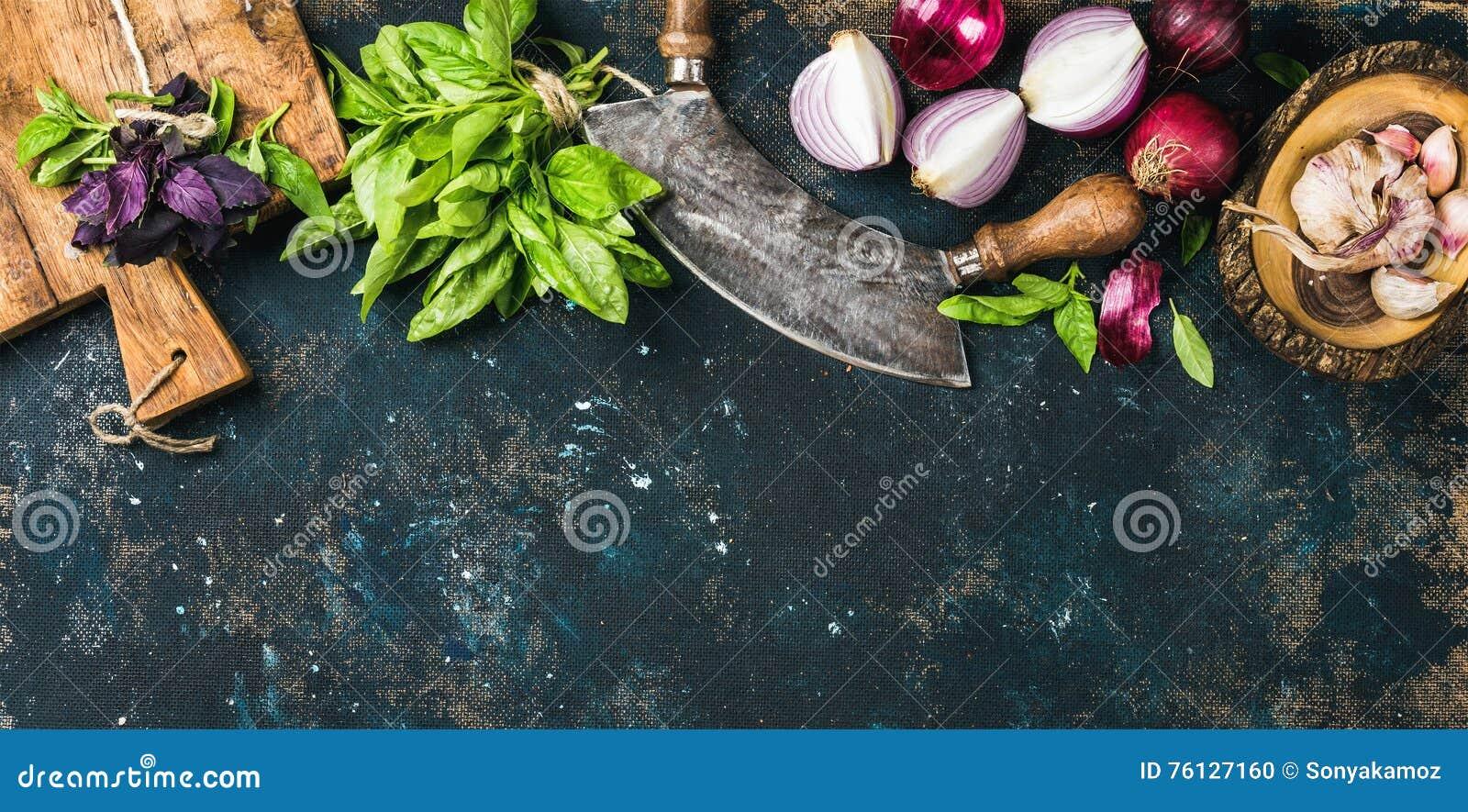 Alimento sano che cucina fondo sopra struttura blu scuro del compensato di lerciume