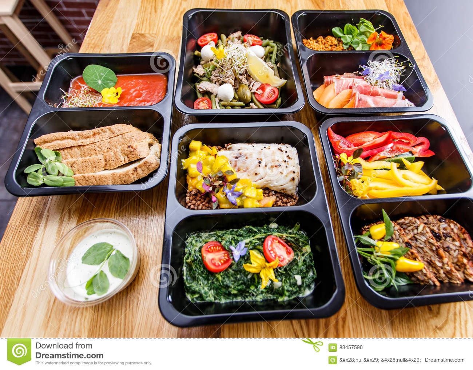 preparazione del pasto con consegna per la perdita di peso