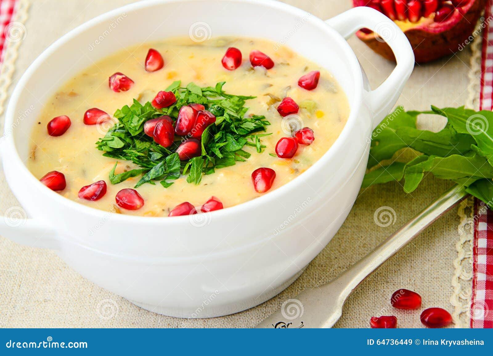 Alimento saudável e da dieta: Sopa dos peixes com