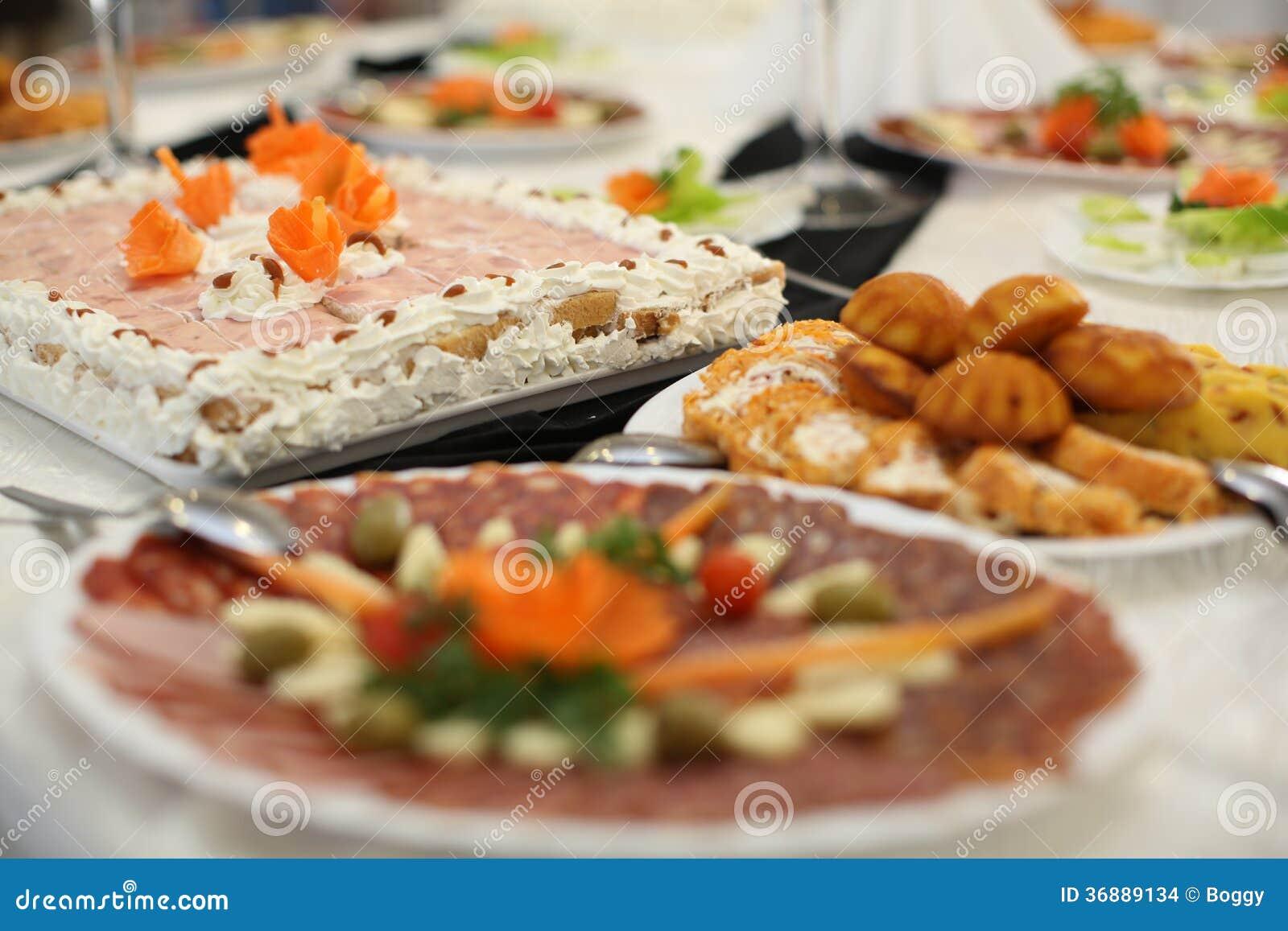 Download Alimento sulla tavola fotografia stock. Immagine di dishware - 36889134