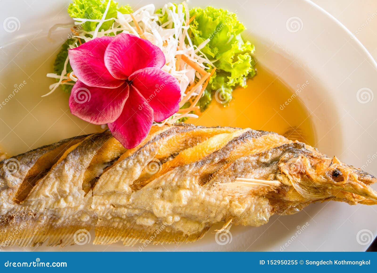 Alimento tailand?s fritado dos peixes
