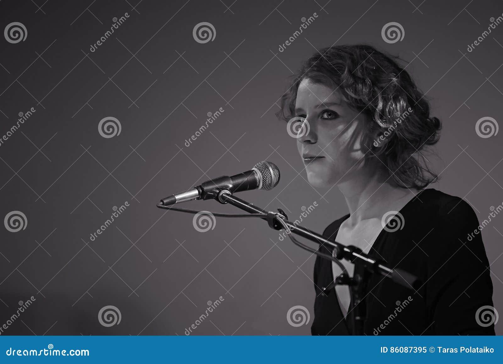 Alina Orlova bij solo overlegt bij de club van Kiev