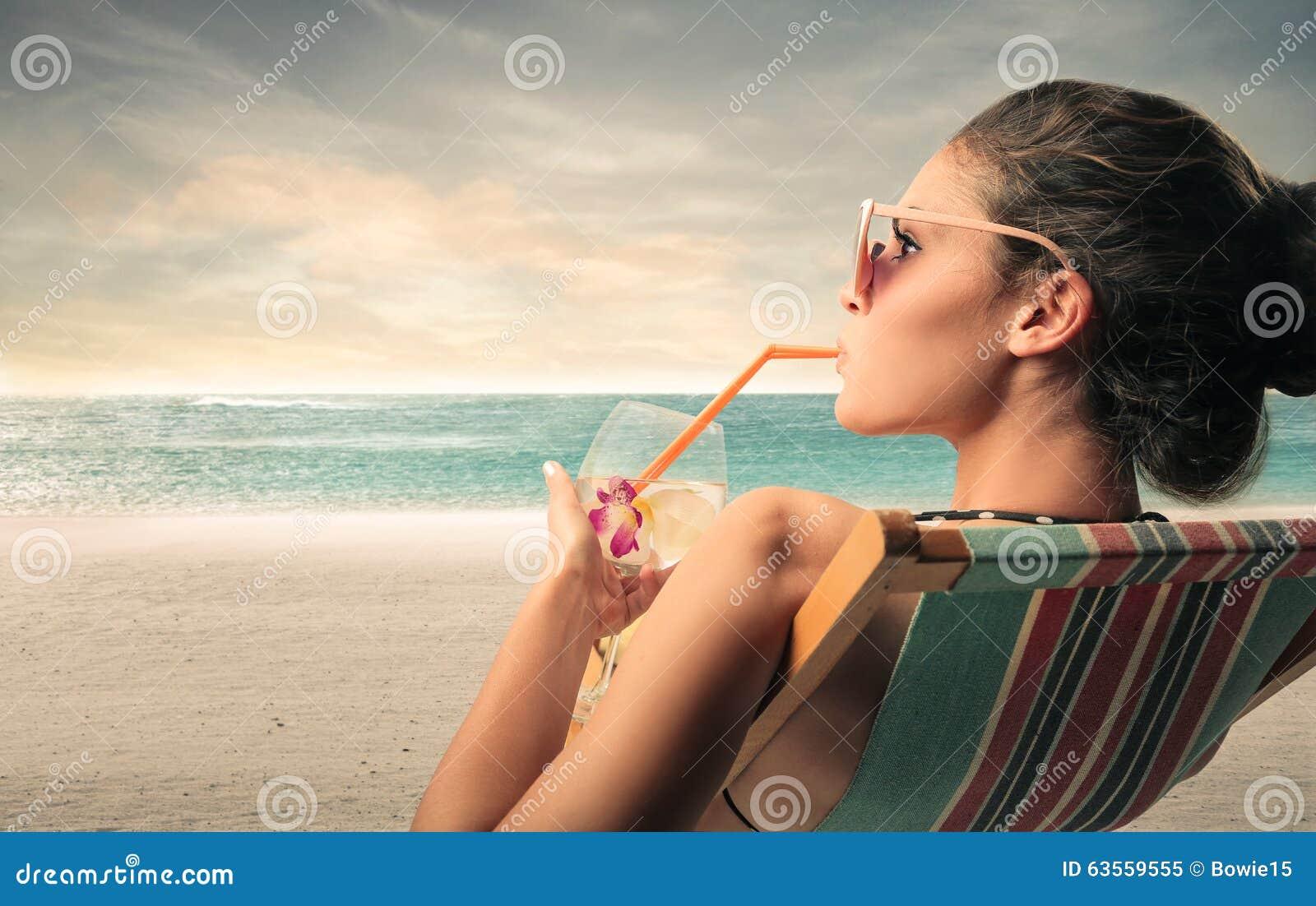 Alkoholfreies Getränk am Strand
