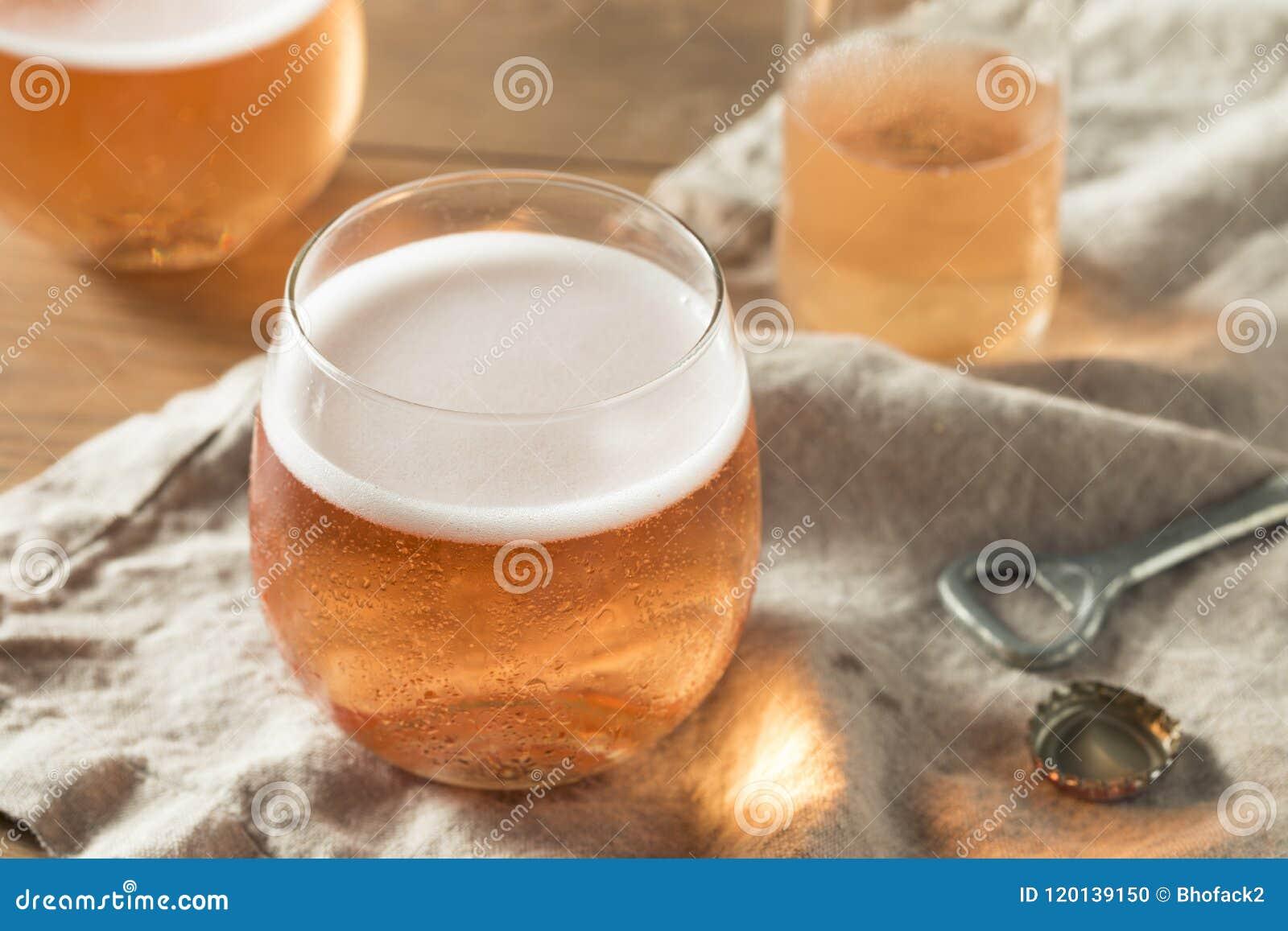 Alkoholiserade mousserande Rose Cider