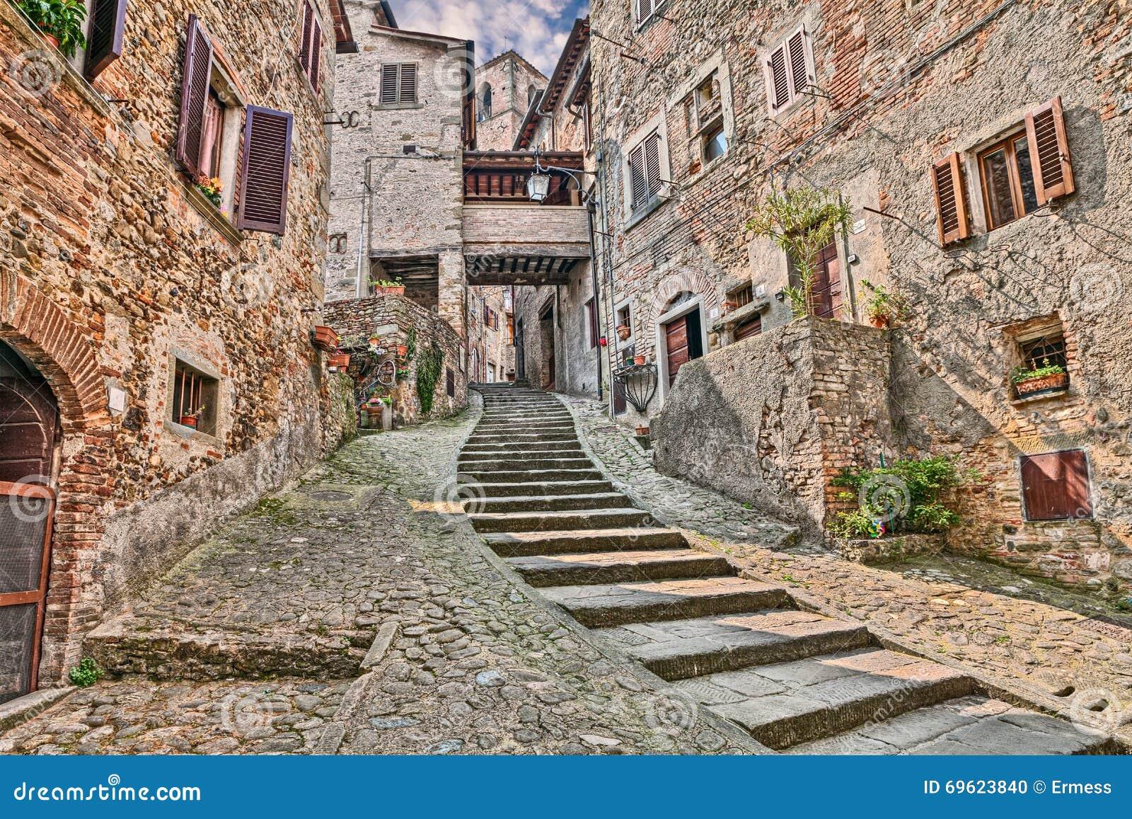 Allée Dans Le Village Médiéval Anghiari, Arezzo, Toscane ...
