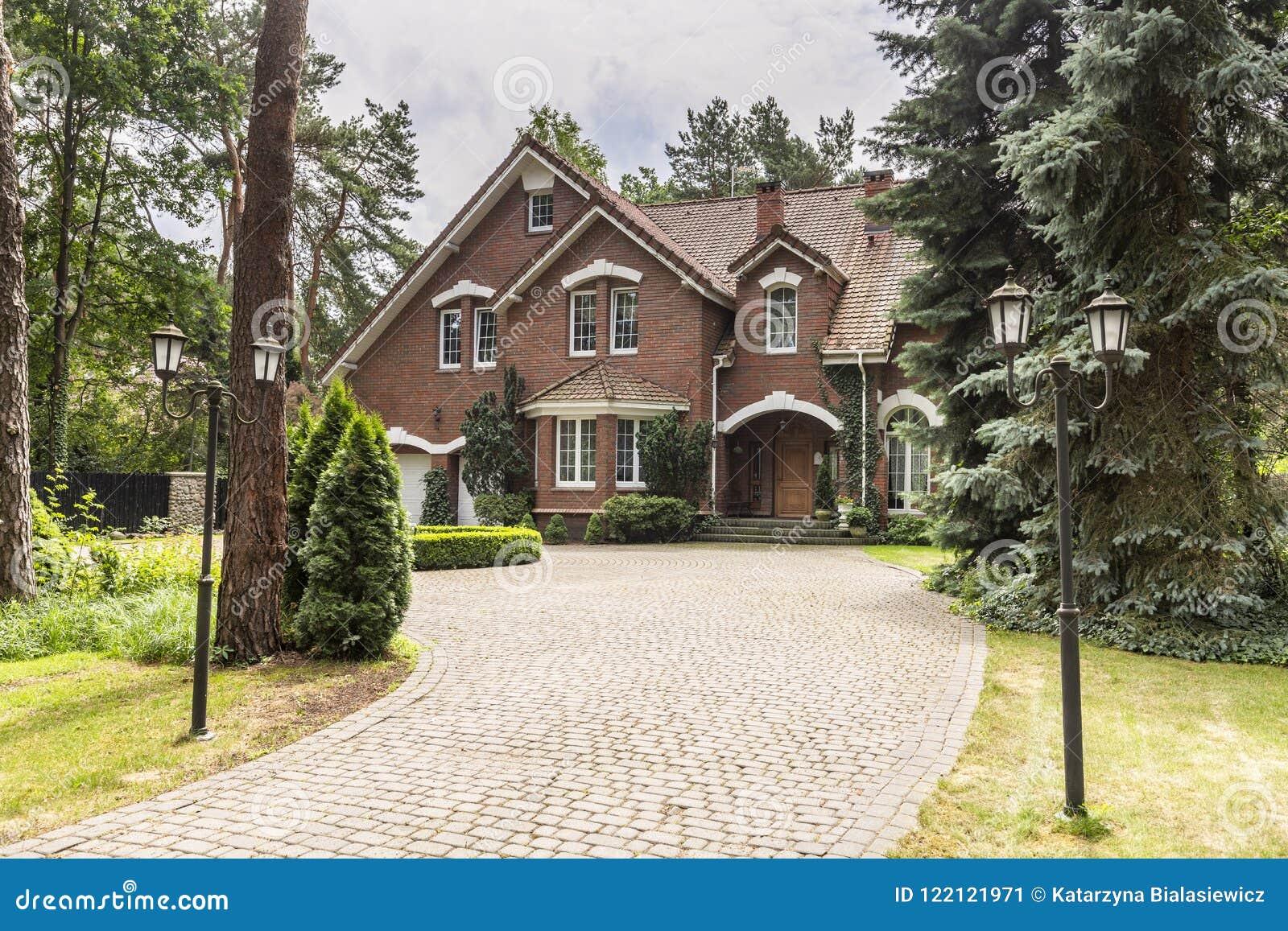 Allée en pierre à loger dans le style architectural anglais en FO