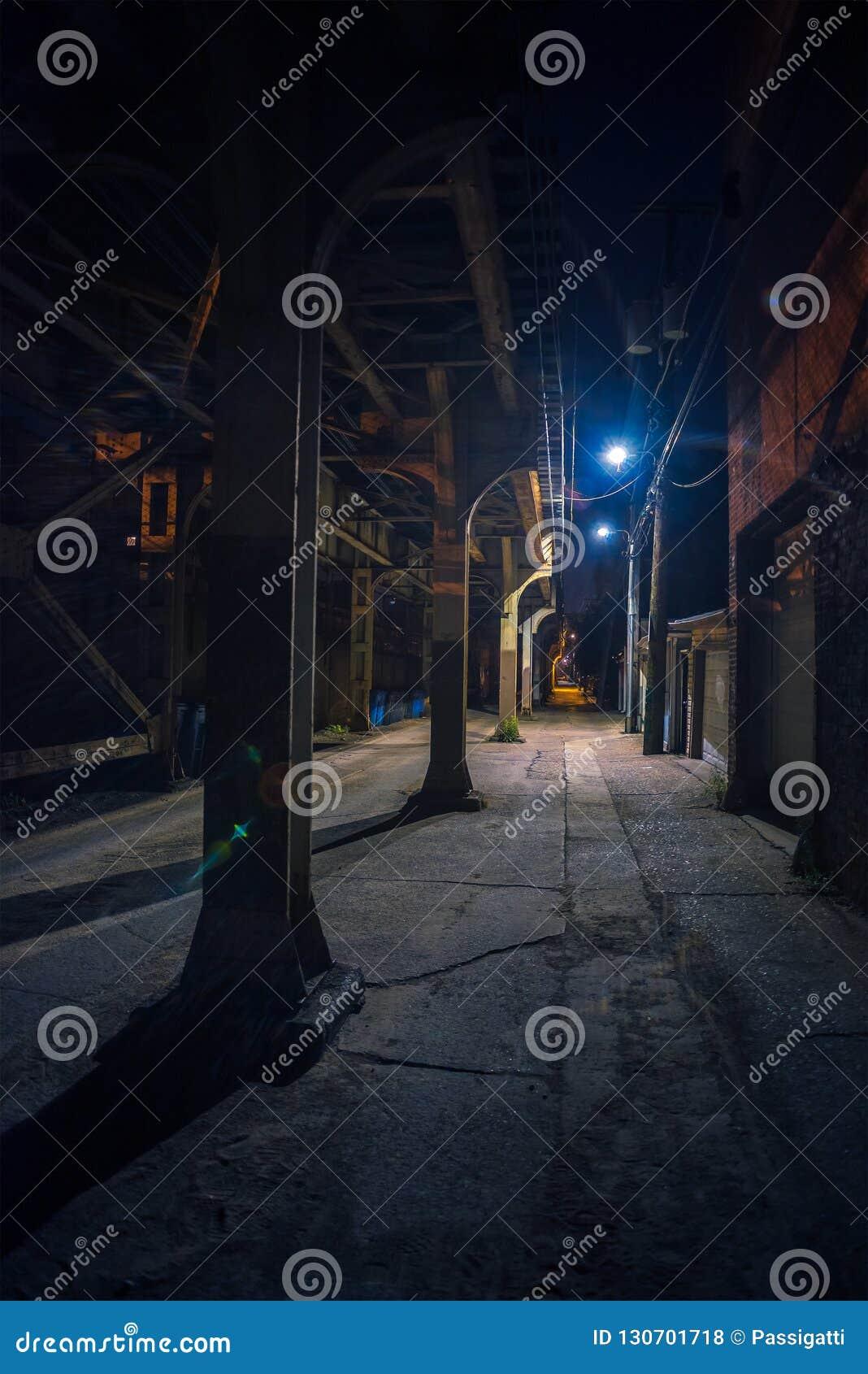 Allee Urbaine Du Centre Sombre Et Effrayante De Rue De Ville