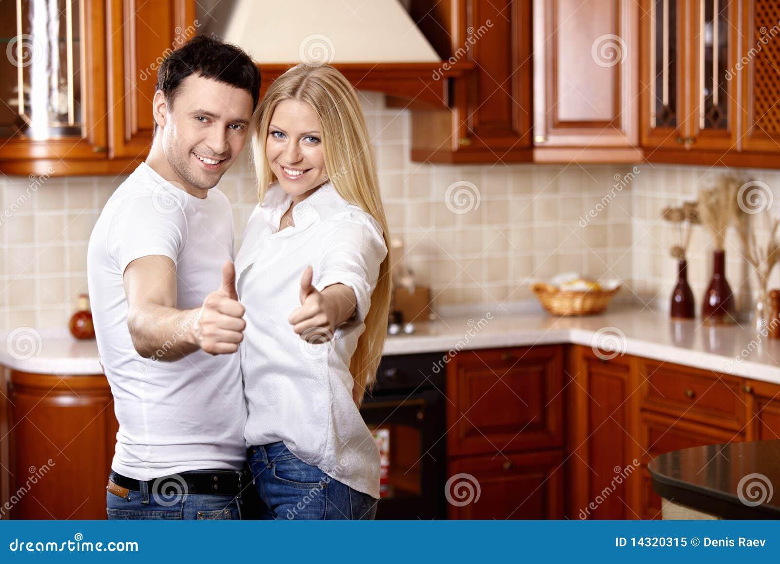 Фото семьи на кухне 7 фотография