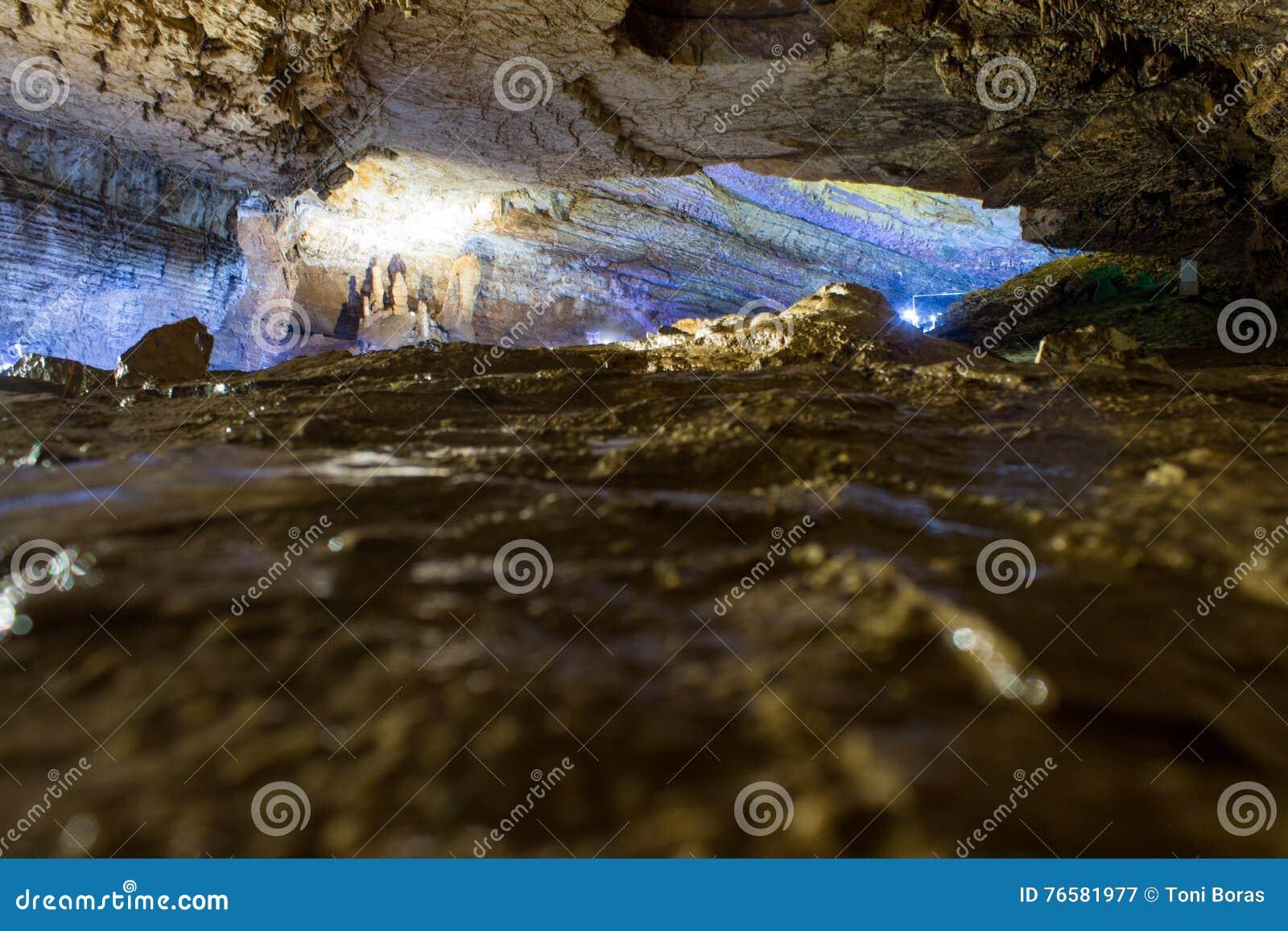 All interno della caverna