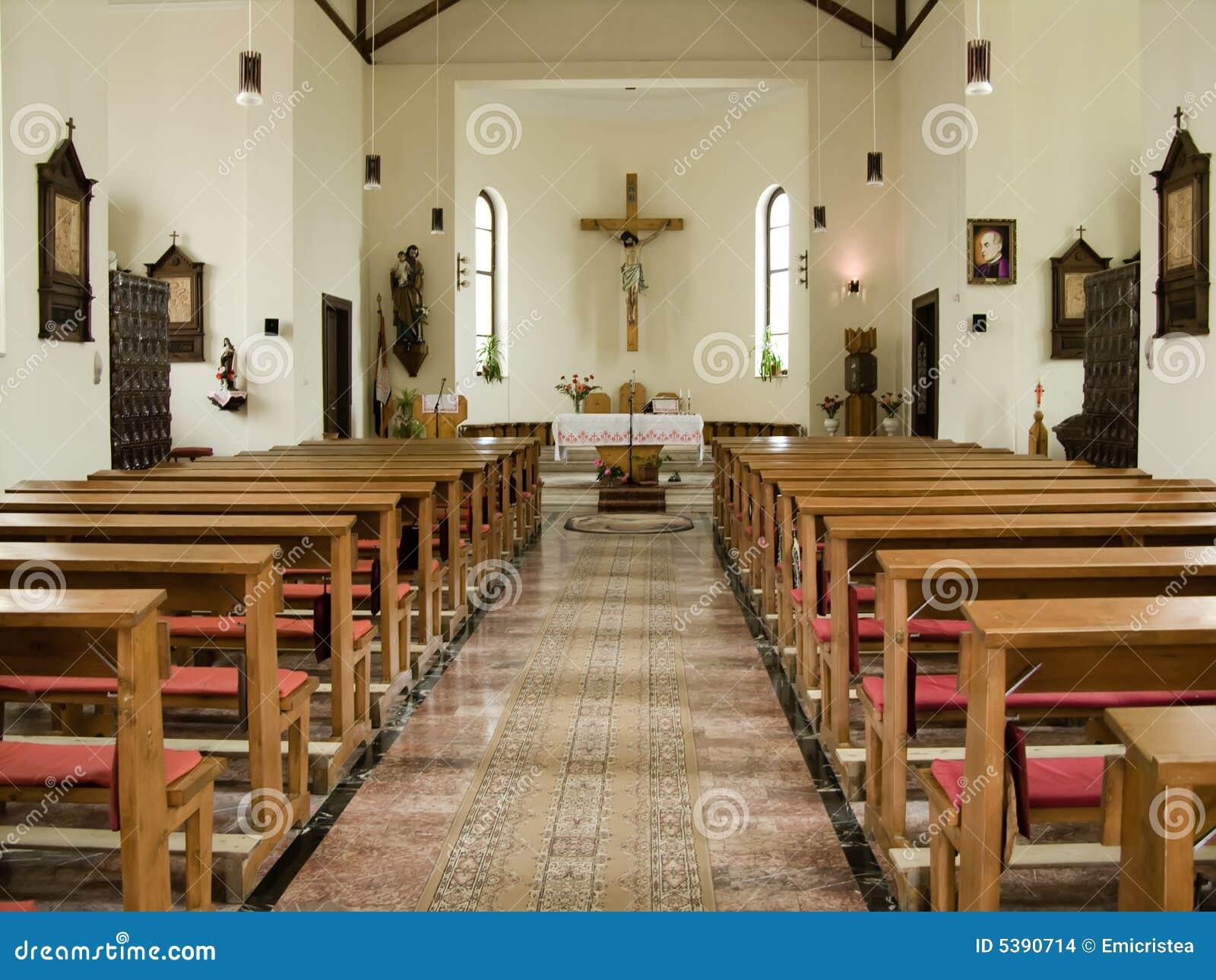 All 39 interno di una chiesa cattolica immagini stock for Casa design cattolica