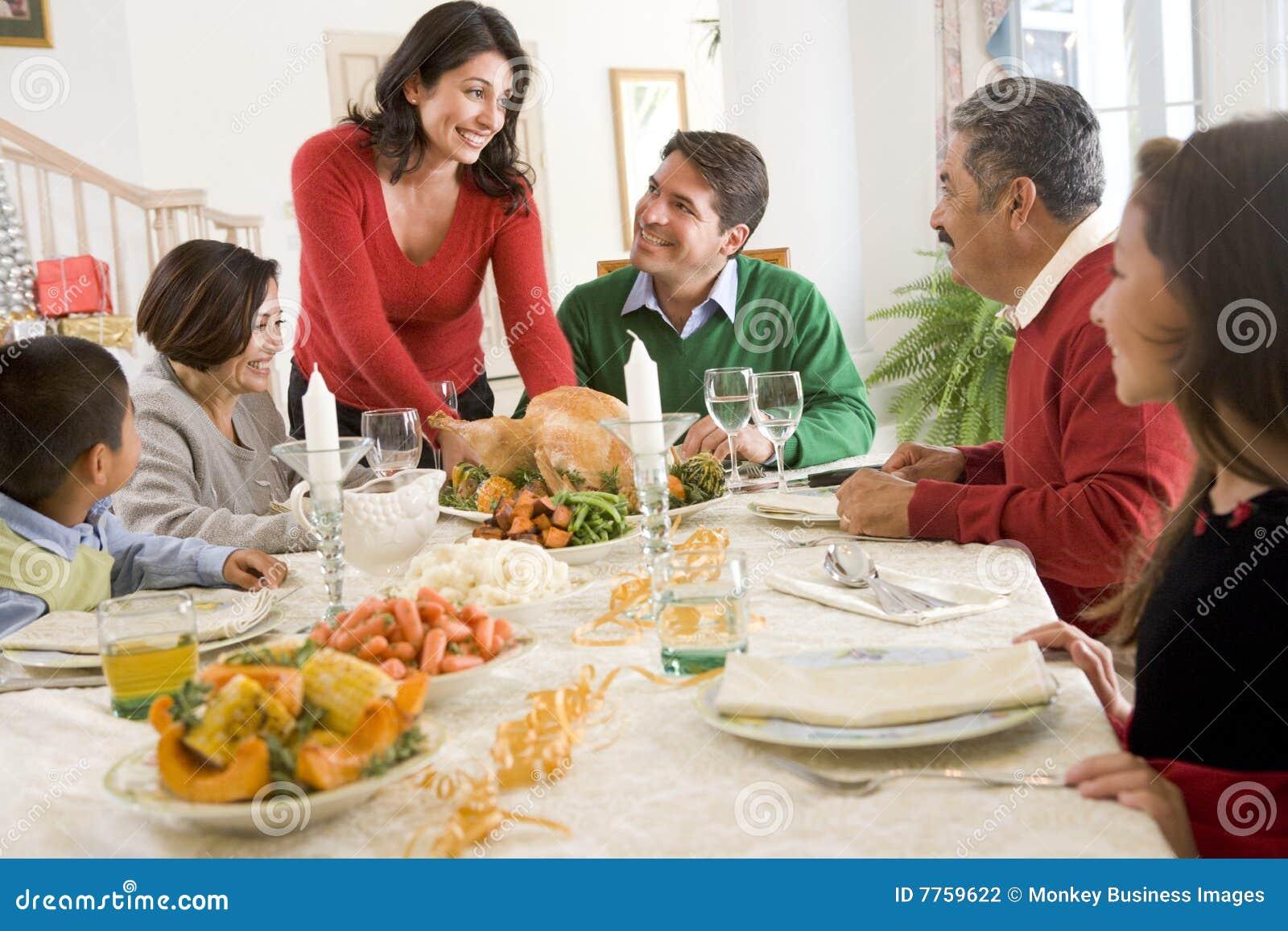 All julmatställefamilj tillsammans
