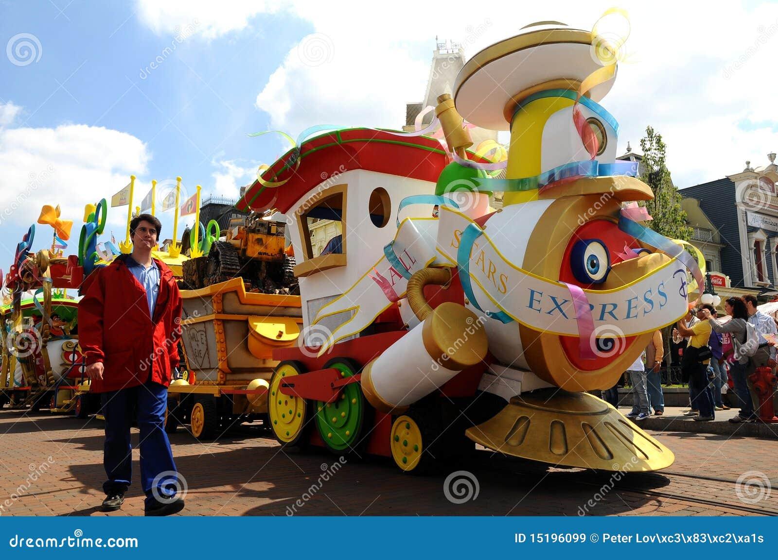 Disneyland Resort Express Travel Time