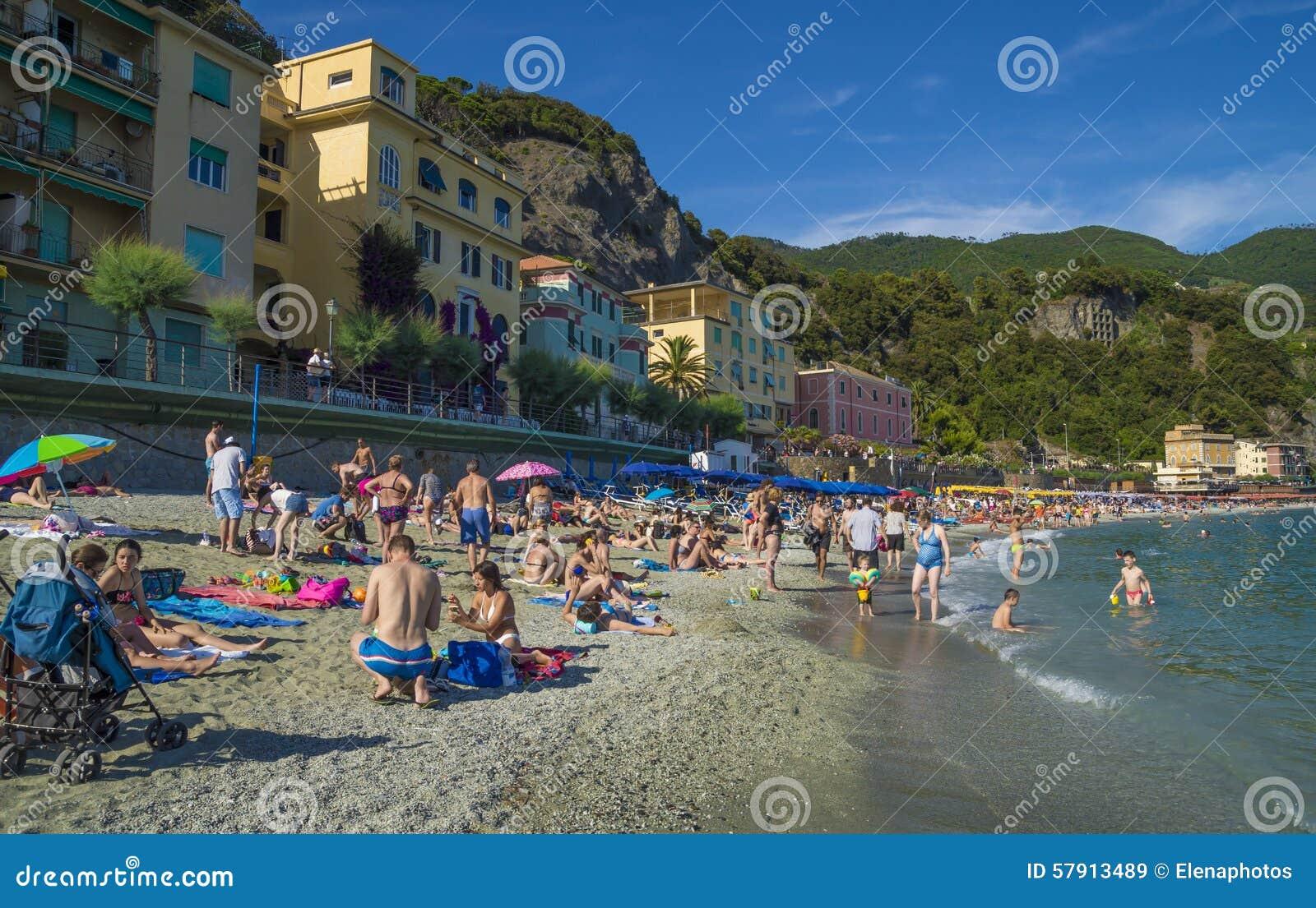 Alla Spiaggia Di Monterosso, Cinque Terre Immagine Stock ...