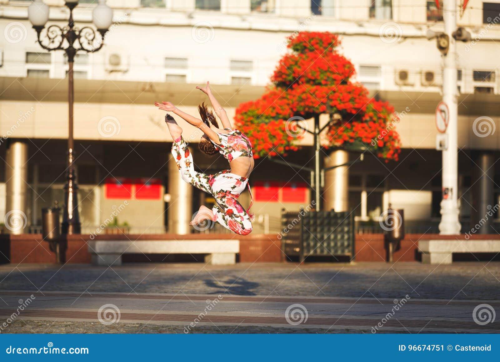 Allenamento di giovane ginnasta