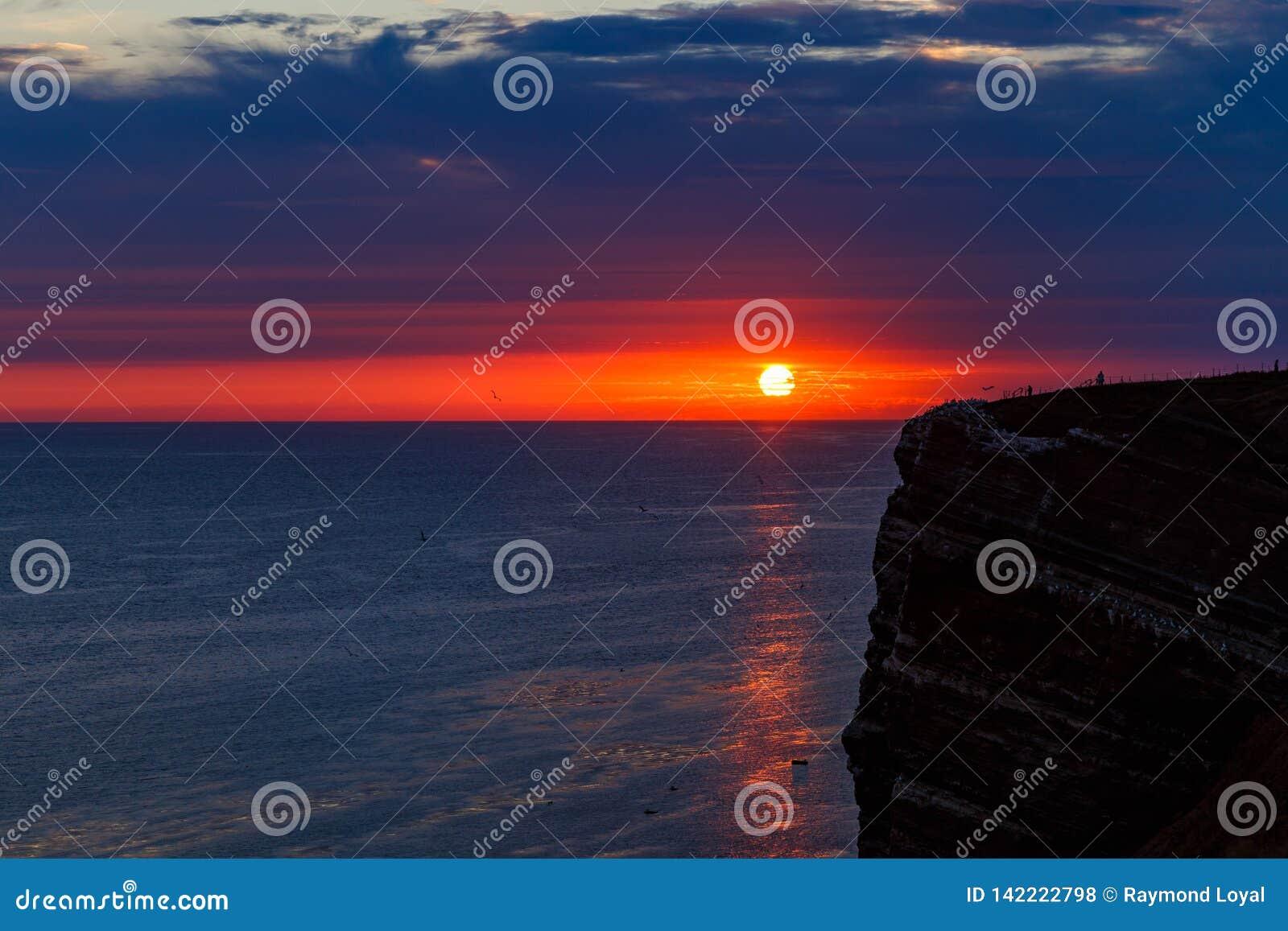 Allerlaatste licht bij het Eiland van Helgoland in Augustus
