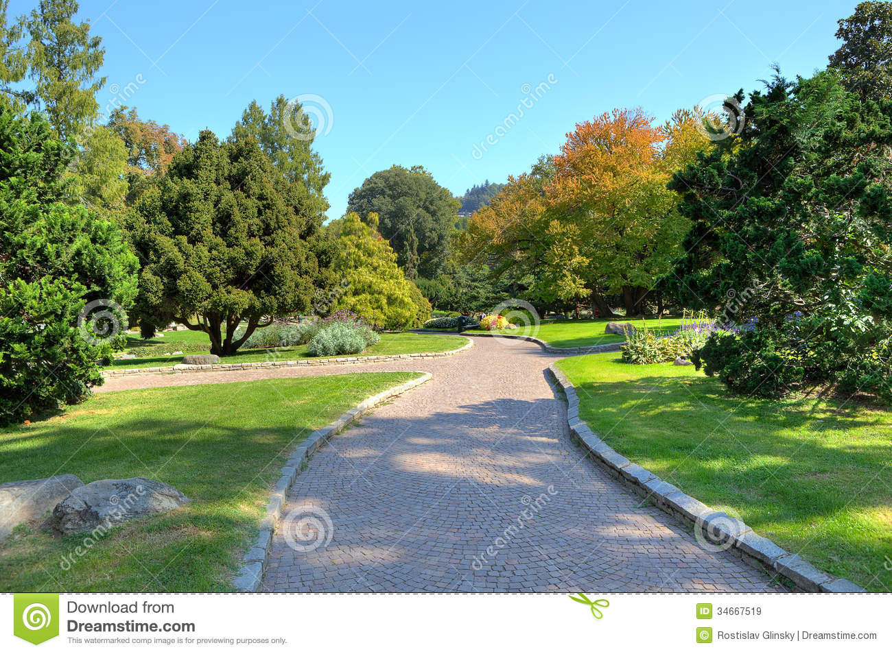 Alley in the park turin italy royalty free stock images for Green italy
