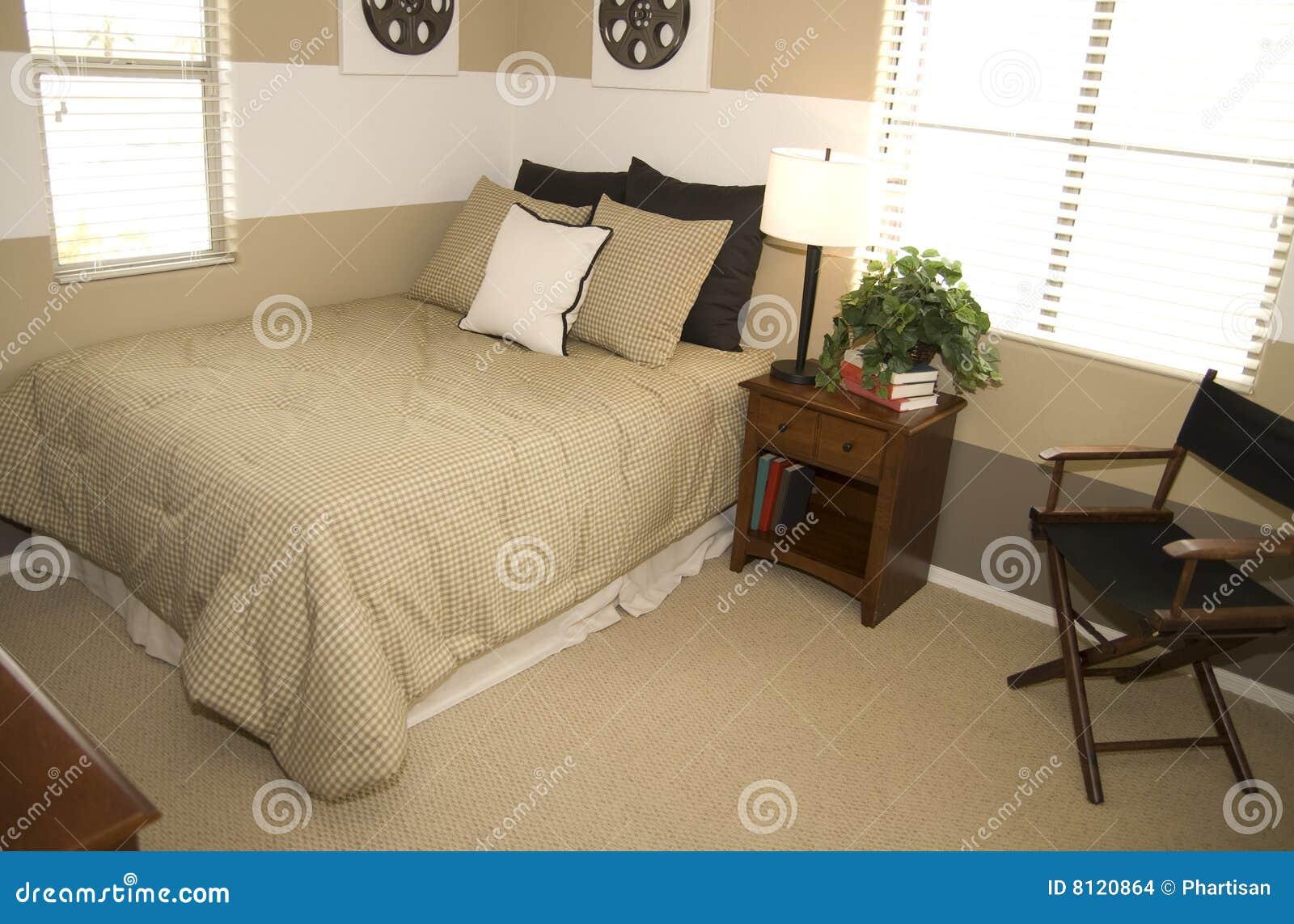 Camere Da Letto Giovani : Allievi della camera da letto giovani fotografia stock immagine