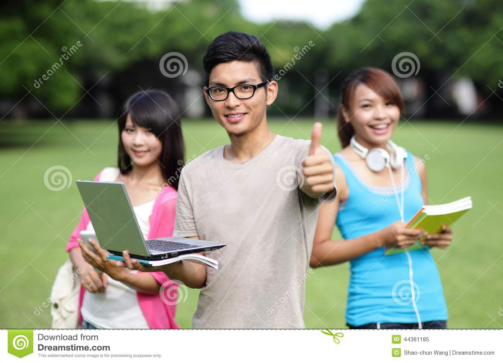 Allievi felici dell istituto universitario