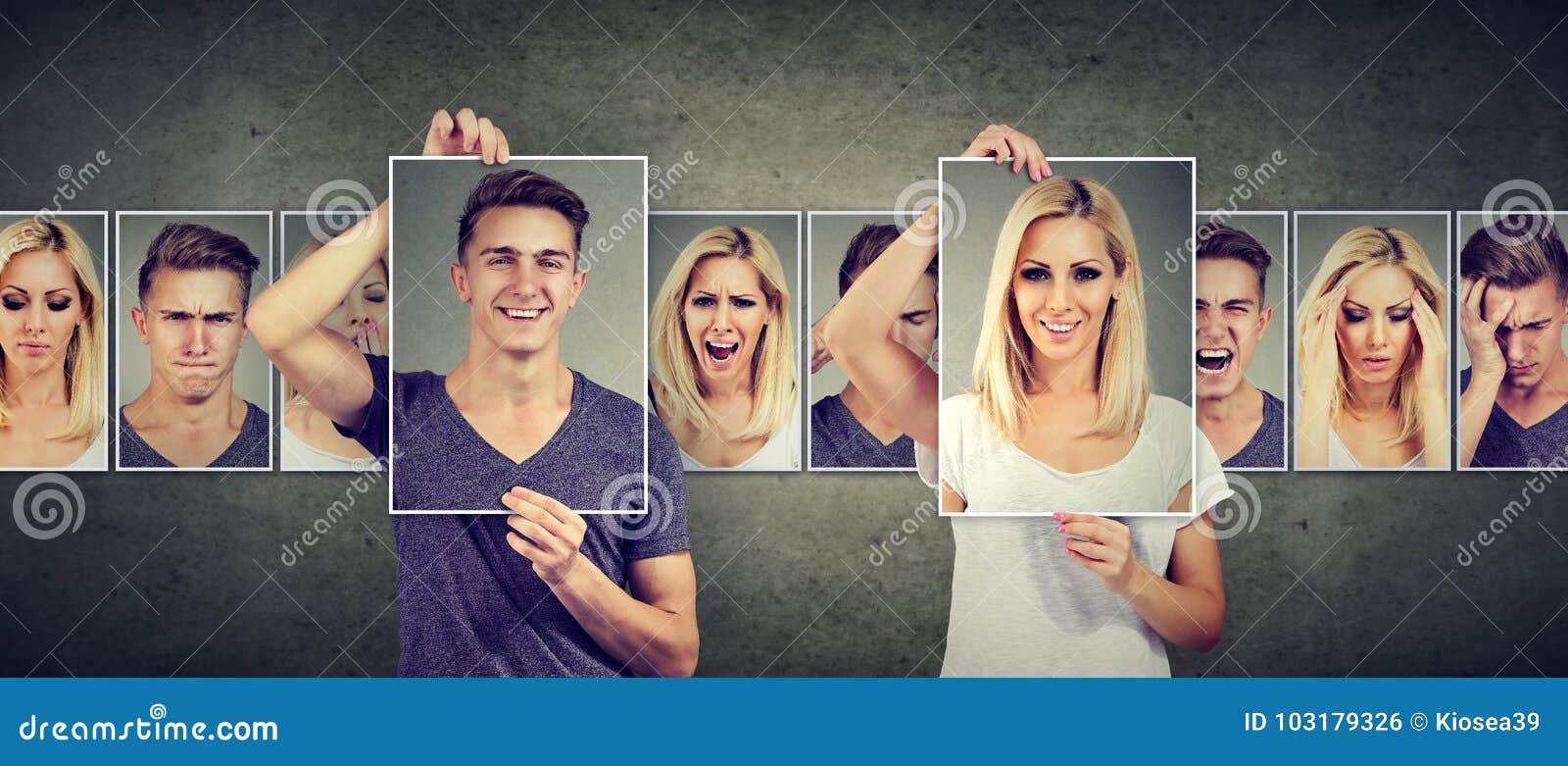 Allsidigt förhållandebegrepp Maskerad ung kvinna och man som uttrycker olika sinnesrörelser