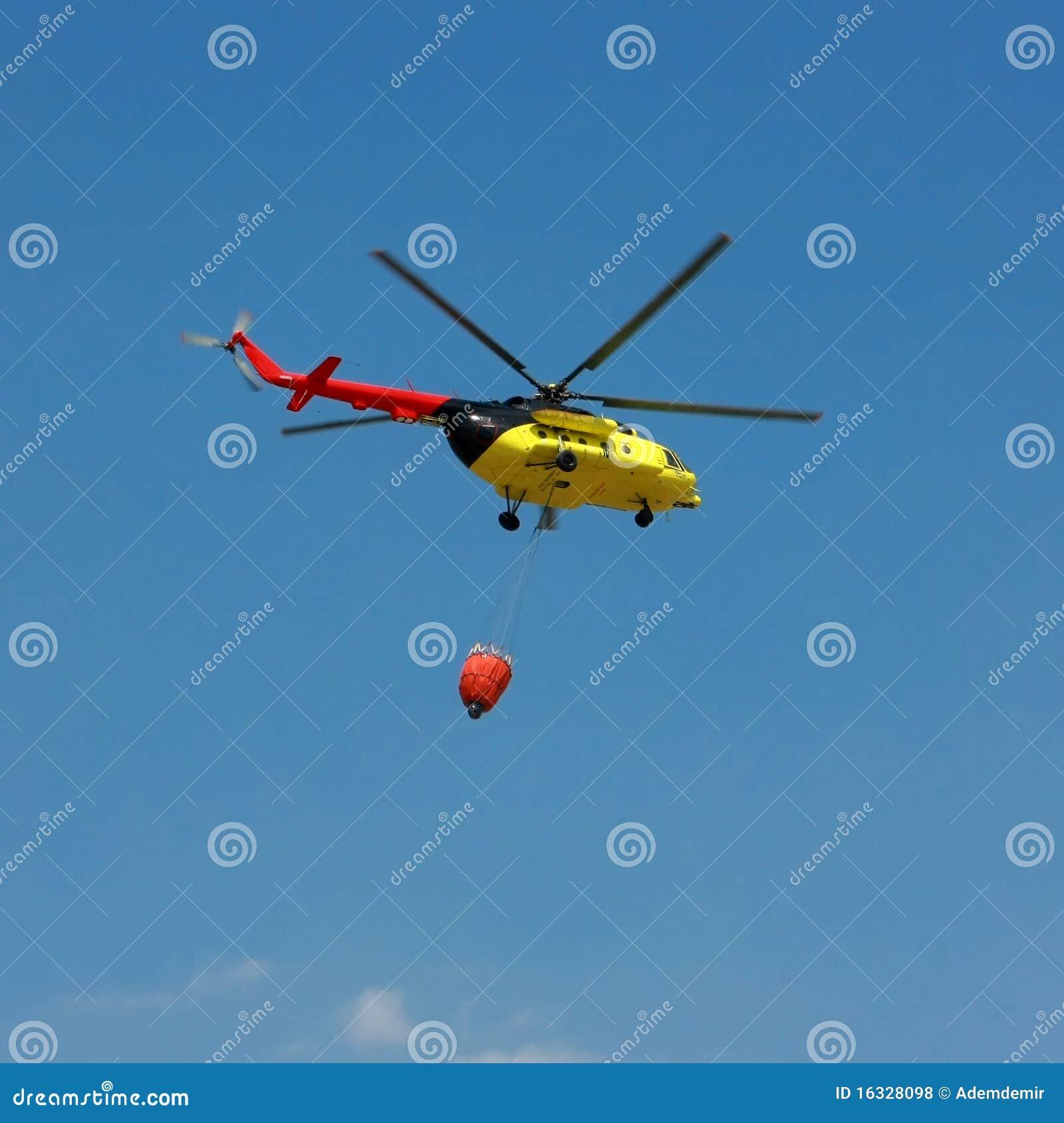 Allumez l hélicoptère de sauvetage avec la position d eau - grand dos