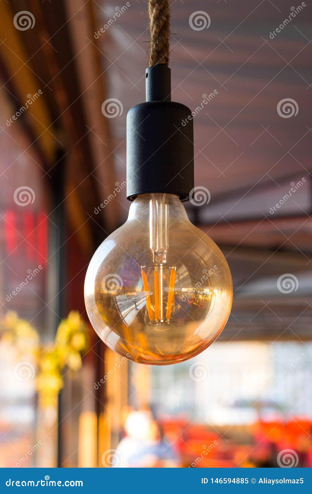 Allumez la lampe avec votre annonce, concept minimal pour des idées