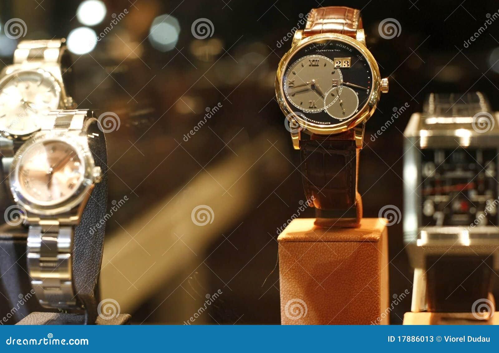 Almacén de los relojes del lujo