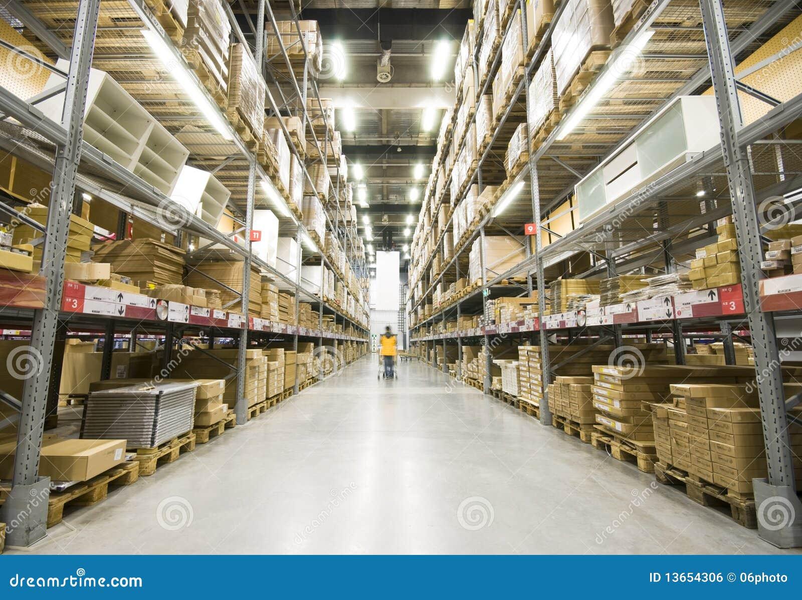 Almac n grande de los muebles imagen de archivo libre de for Almacenes muebles