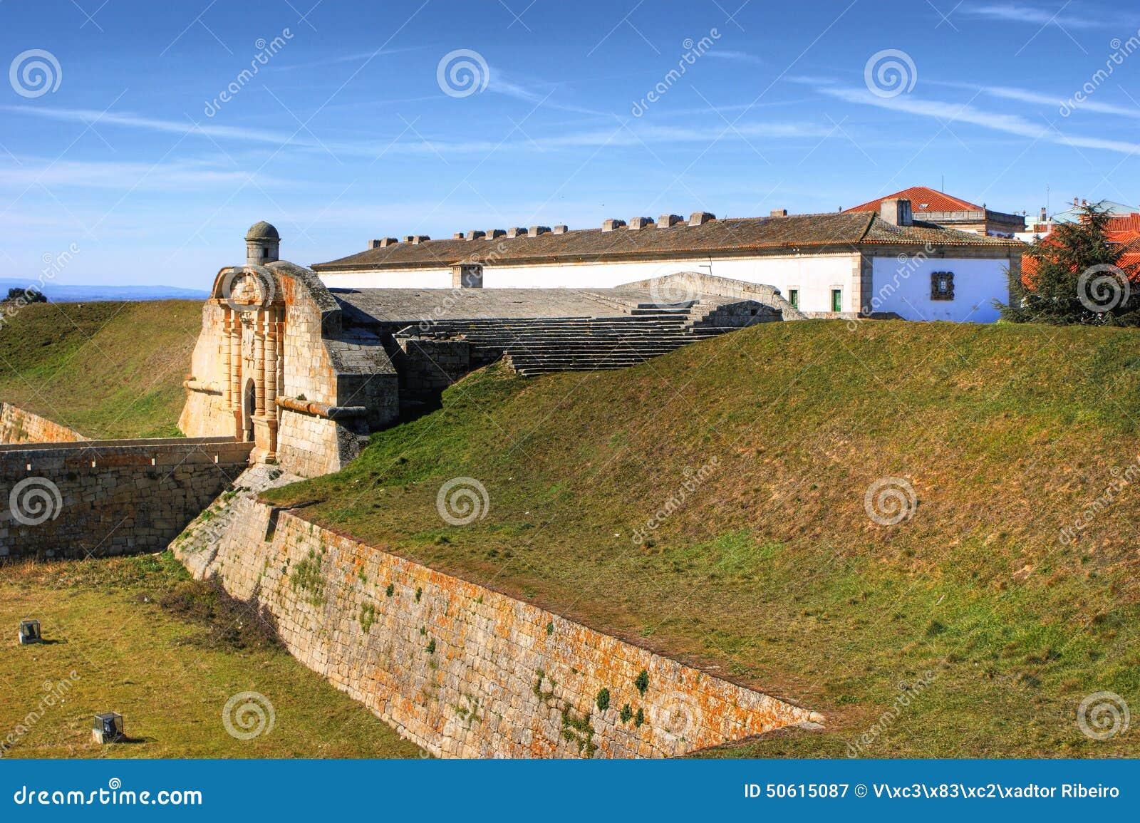 Almeida historisk by och stärkte väggar
