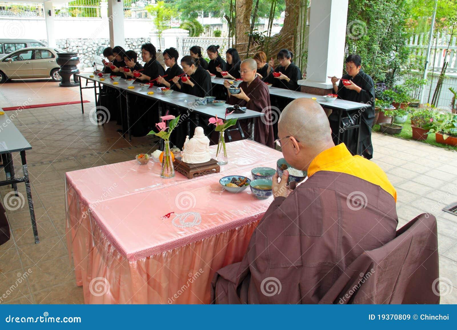 Almoço do vegetariano de Buddish com mestre
