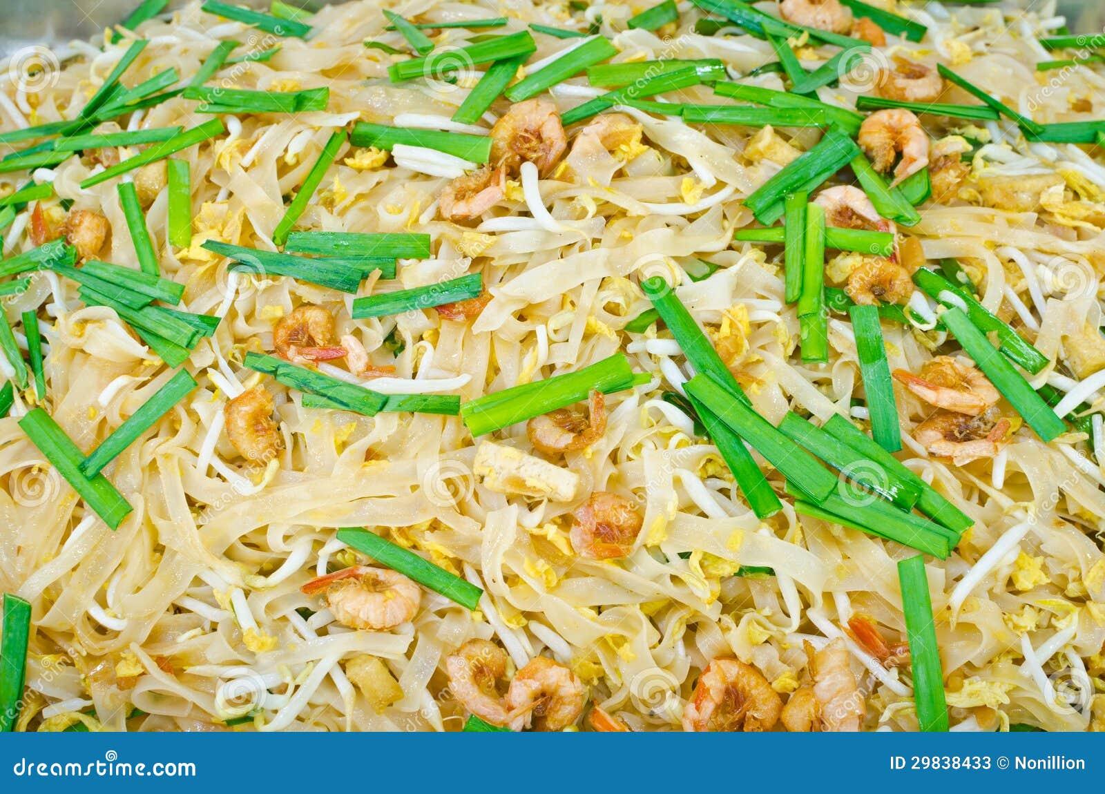 Almofada tailandesa tailandesa, macarronetes do alimento da fritada do Stir com camarão