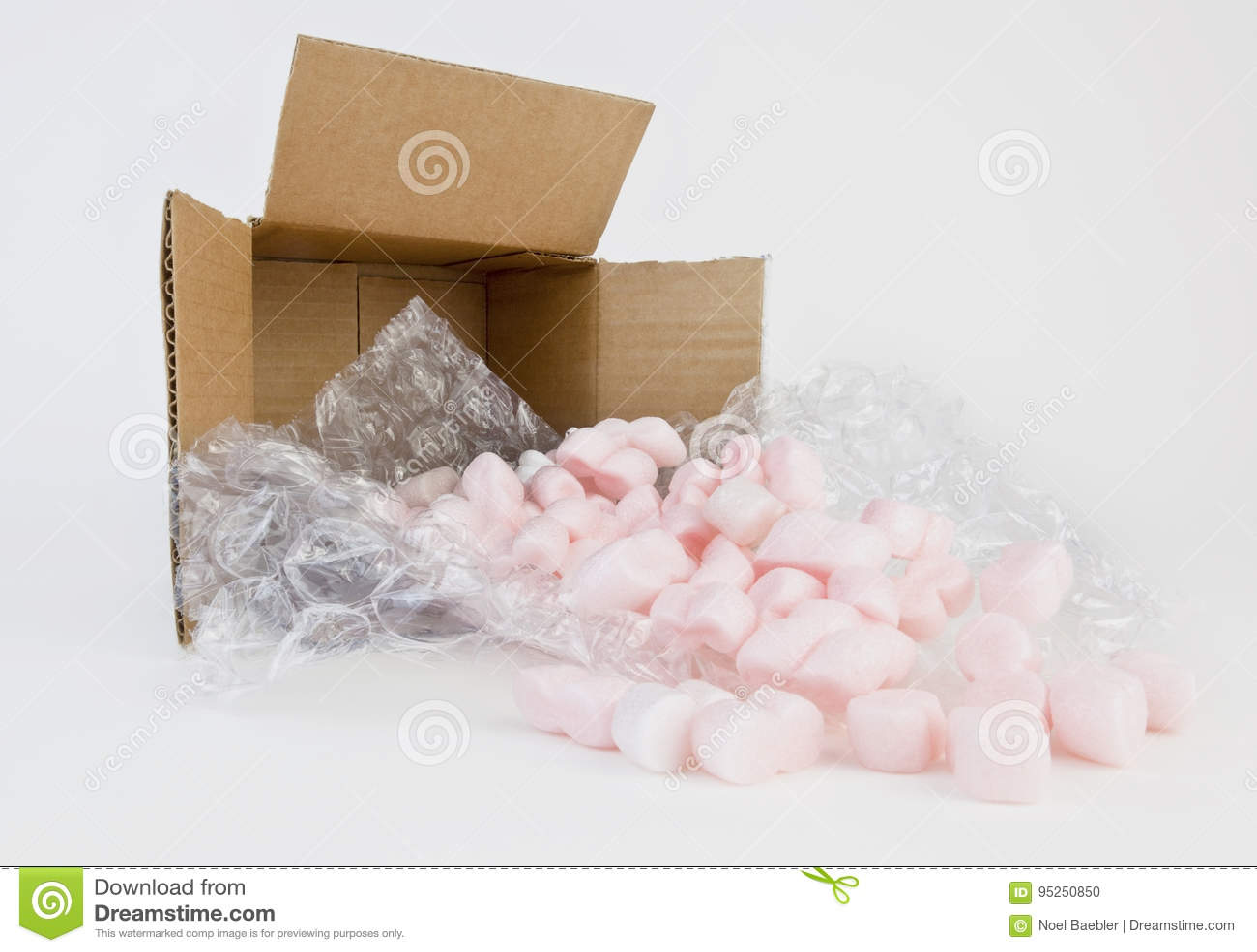 Almohadas y cacahuetes de empaquetado