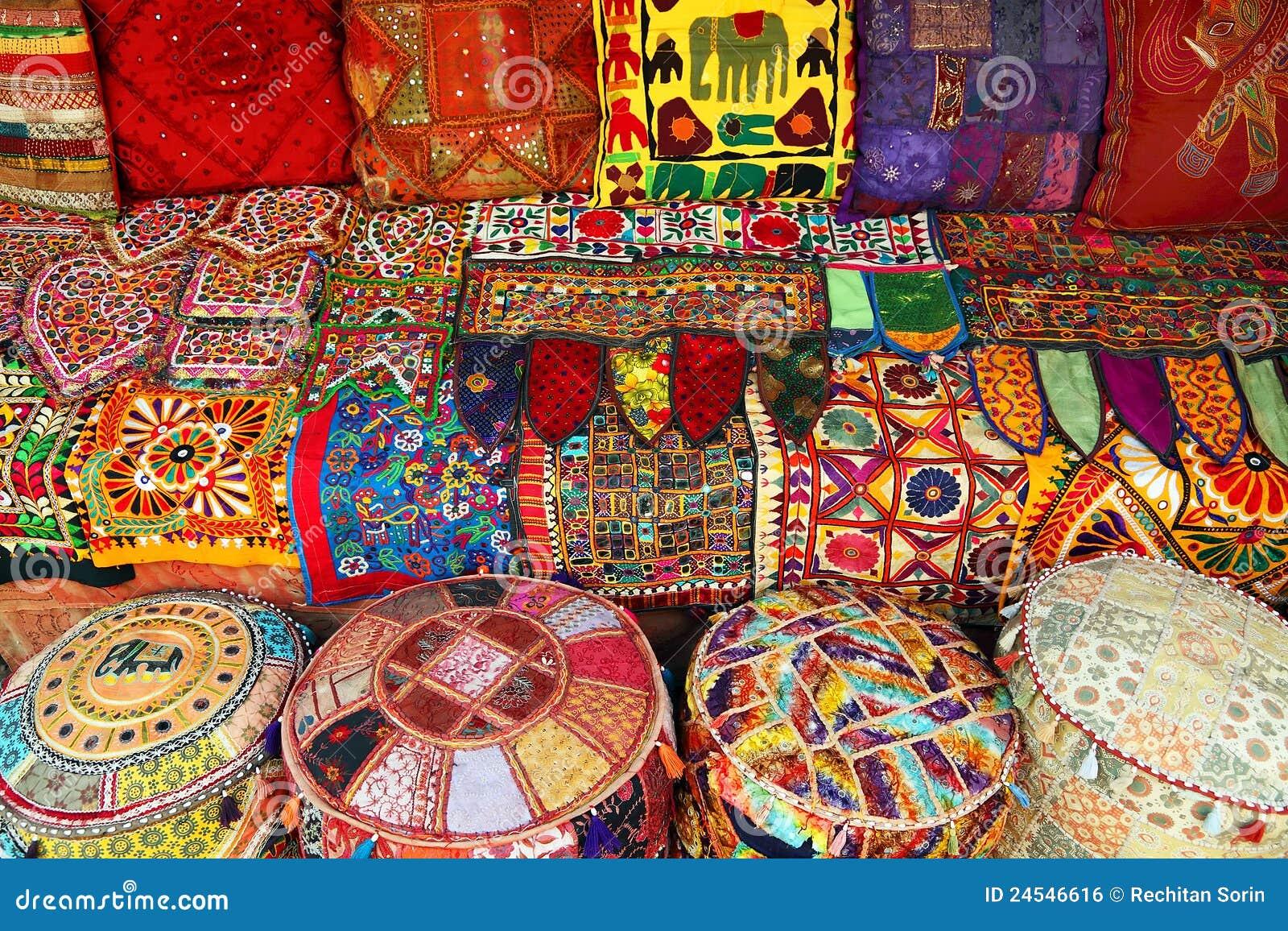 Almohadillas y alfombras indias imagen de archivo libre de for Alfombras indias
