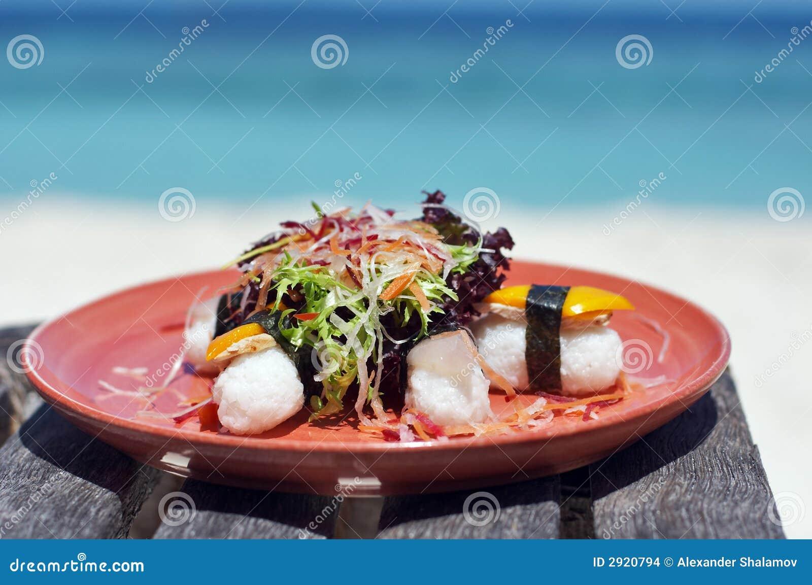 Almuerzo delicioso del sushi